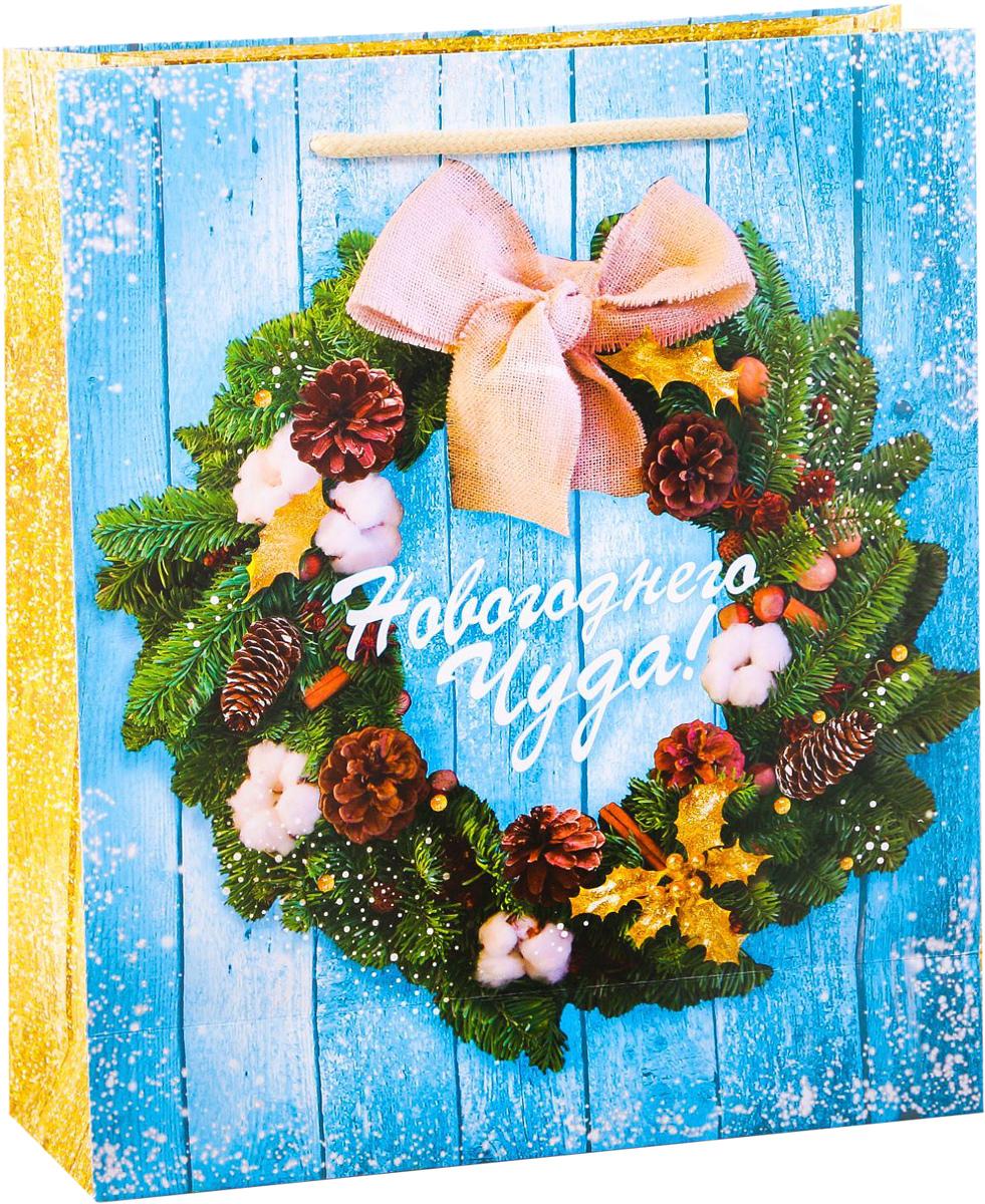 Пакет подарочный Дарите Счастье Новогодний венок, вертикальный, 23 х 27 х 8 см2113712Привлекательная упаковка послужит достойным украшением любого, даже самого скромного подарка. Она поможет создать интригу и продлить время предвкушения чуда - момента, когда презент окажется в руках адресата. Подарочный пакет Дарите Счастье Новогодний венок имеет яркий, оригинальный дизайн, который обязательно понравится получателю! Изделие выполнено из плотной бумаги, благодаря чему обеспечит надёжную защиту содержимого.Размер: 23 х 27 х 8 см.