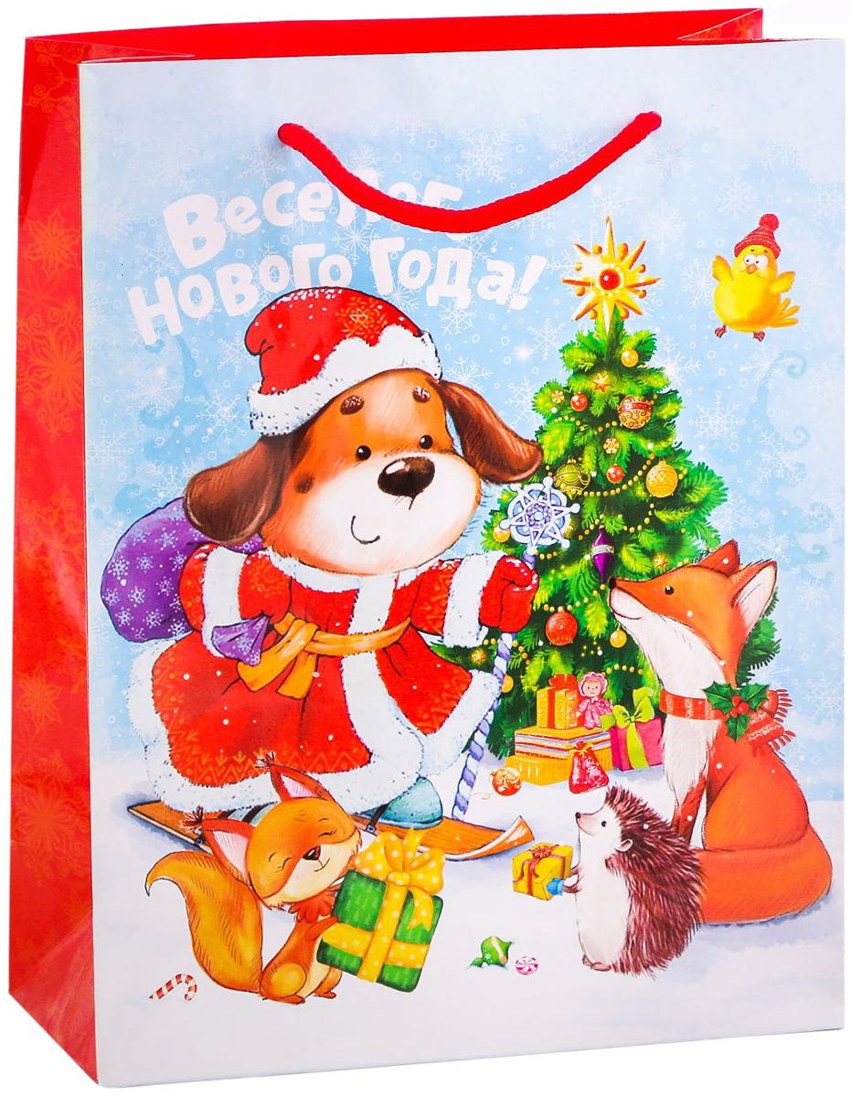 Пакет подарочный Дарите Счастье Новогоднее веселье, вертикальный, 18 х 23 х 8 см2113723Привлекательная упаковка послужит достойным украшением любого, даже самого скромного подарка. Она поможет создать интригу и продлить время предвкушения чуда - момента, когда презент окажется в руках адресата.Подарочный пакет Дарите Счастье Новогоднее веселье имеет яркий, оригинальный дизайн, который обязательно понравится получателю! Изделие выполнено из плотной бумаги, благодаря чему обеспечит надёжную защиту содержимого. Размер: 18 х 23 х 8 см.