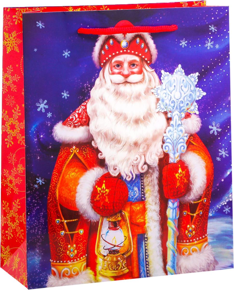 """Привлекательная упаковка послужит достойным украшением любого, даже самого скромного подарка. Она поможет создать интригу и продлить время предвкушения чуда - момента, когда презент окажется в руках адресата.  Подарочный пакет Дарите Счастье """"Дед Мороз"""" имеет яркий, оригинальный дизайн, который обязательно понравится получателю! Изделие выполнено из плотной бумаги, благодаря чему обеспечит надёжную защиту содержимого. Размер: 23 х 27 х 8 см."""