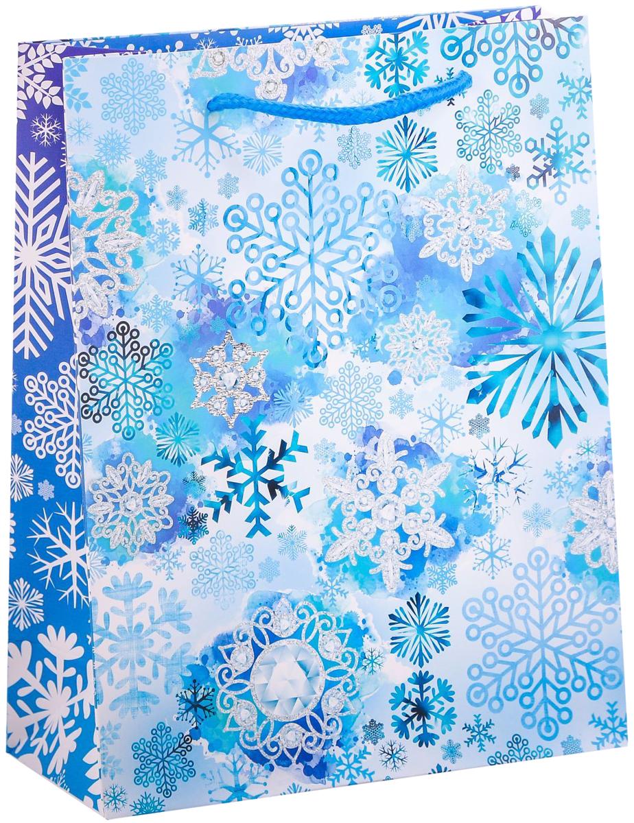 Пакет подарочный Дарите Счастье Морозные снежинки, вертикальный, 18 х 23 х 8 см2113797Привлекательная упаковка послужит достойным украшением любого, даже самого скромного подарка. Она поможет создать интригу и продлить время предвкушения чуда - момента, когда презент окажется в руках адресата.Подарочный пакет Дарите Счастье Морозные снежинки имеет яркий, оригинальный дизайн, который обязательно понравится получателю! Изделие выполнено из плотной бумаги, благодаря чему обеспечит надёжную защиту содержимого. Размер: 18 х 23 х 8 см.