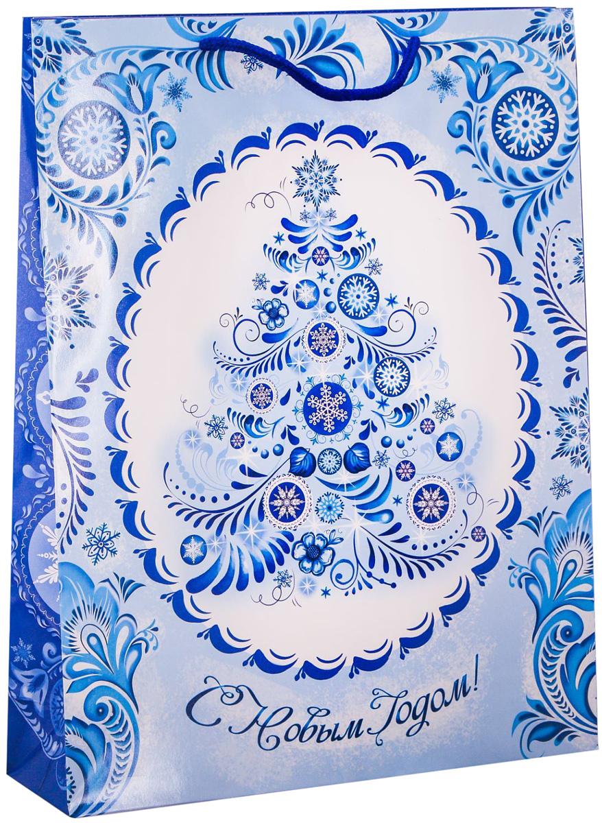 Пакет подарочный Дарите Счастье В стиле гжель, вертикальный, 31 х 40 х 9 см2113836Привлекательная упаковка послужит достойным украшением любого, даже самого скромного подарка. Она поможет создать интригу и продлить время предвкушения чуда - момента, когда презент окажется в руках адресата. Подарочный пакет Дарите Счастье В стиле гжель имеет яркий, оригинальный дизайн, который обязательно понравится получателю! Изделие выполнено из плотной бумаги, благодаря чему обеспечит надёжную защиту содержимого.Размер: 31 х 40 х 9 см.