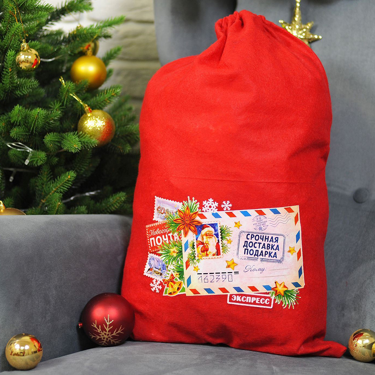 Упаковка подарочная Страна Карнавалия Мешок Деда Мороза. Срочная доставка подарков, цвет: красный, 40 х 60 см2226419Подарочная упаковка Страна Карнавалия Мешок Деда Мороза. Срочная доставка подарков превратит любое торжество в настоящий яркий и веселый карнавал полный сюрпризов и смеха. Яркий красный аксессуар, с изображением праздничного конверта, дополнит любой праздничный наряд, и все близкие будут рады получить из рук краснощекого персонажа заслуженный подарок!Размер: 40 х 60 см.