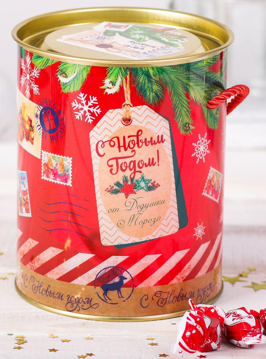 Коробка-тубус подарочная Sima-land От Дедушки Мороза, 12 х 15 см2346370Любой подарок начинается с упаковки. Что может быть трогательнее и волшебнее, чем ритуал разворачивания полученного презента. И именно оригинальная, со вкусом выбранная упаковка выделит ваш подарок из массы других. Подарочная коробка-тубус Sima-land продемонстрирует самые теплые чувства к виновнику торжества и создаст сказочную атмосферу праздника.