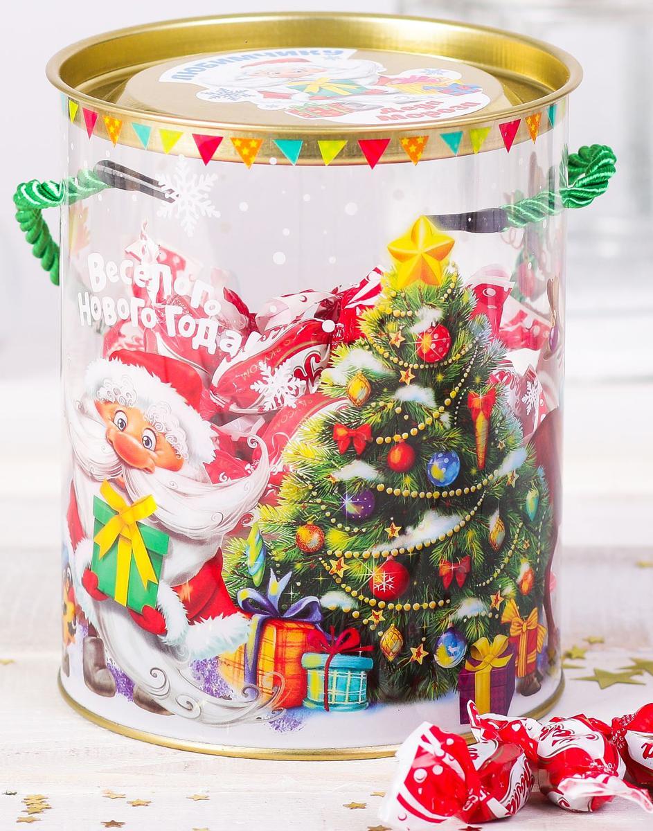 Коробка-тубус подарочная Sima-land Веселого Нового года, 12 х 15 см2346371Любой подарок начинается с упаковки. Что может быть трогательнее и волшебнее, чем ритуал разворачивания полученного презента. И именно оригинальная, со вкусом выбранная упаковка выделит ваш подарок из массы других. Она продемонстрирует самые теплые чувства к виновнику торжества и создаст сказочную атмосферу праздника.