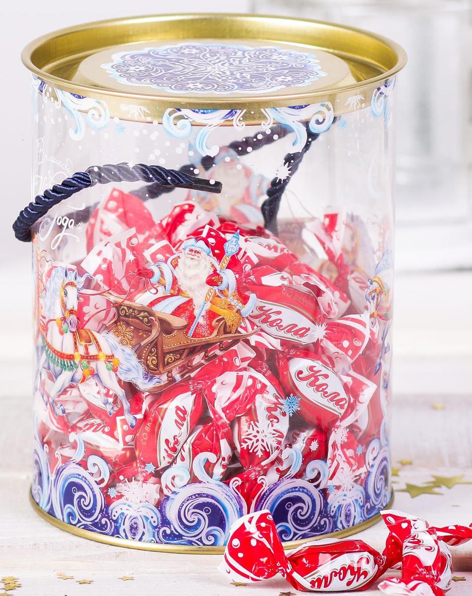 Коробка-тубус подарочная Sima-land Волшебного Нового Года, 12 х 15 см2346373Любой подарок начинается с упаковки. Что может быть трогательнее и волшебнее, чем ритуал разворачивания полученного презента. И именно оригинальная, со вкусом выбранная упаковка выделит ваш подарок из массы других. Подарочная коробка-тубус Sima-land продемонстрирует самые теплые чувства к виновнику торжества и создаст сказочную атмосферу праздника.