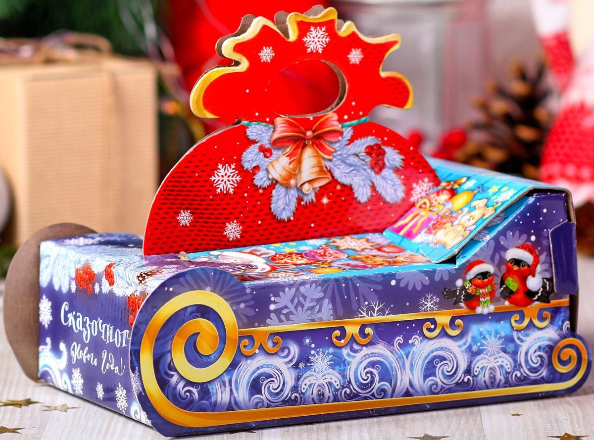 Коробка складная Дарите счастье Снегири на санях, цвет: синий, красный, 23,5 х 14,5 х 18 см коробка складная дарите счастье снегири на санях цвет синий красный 23 5 х 14 5 х 18 см