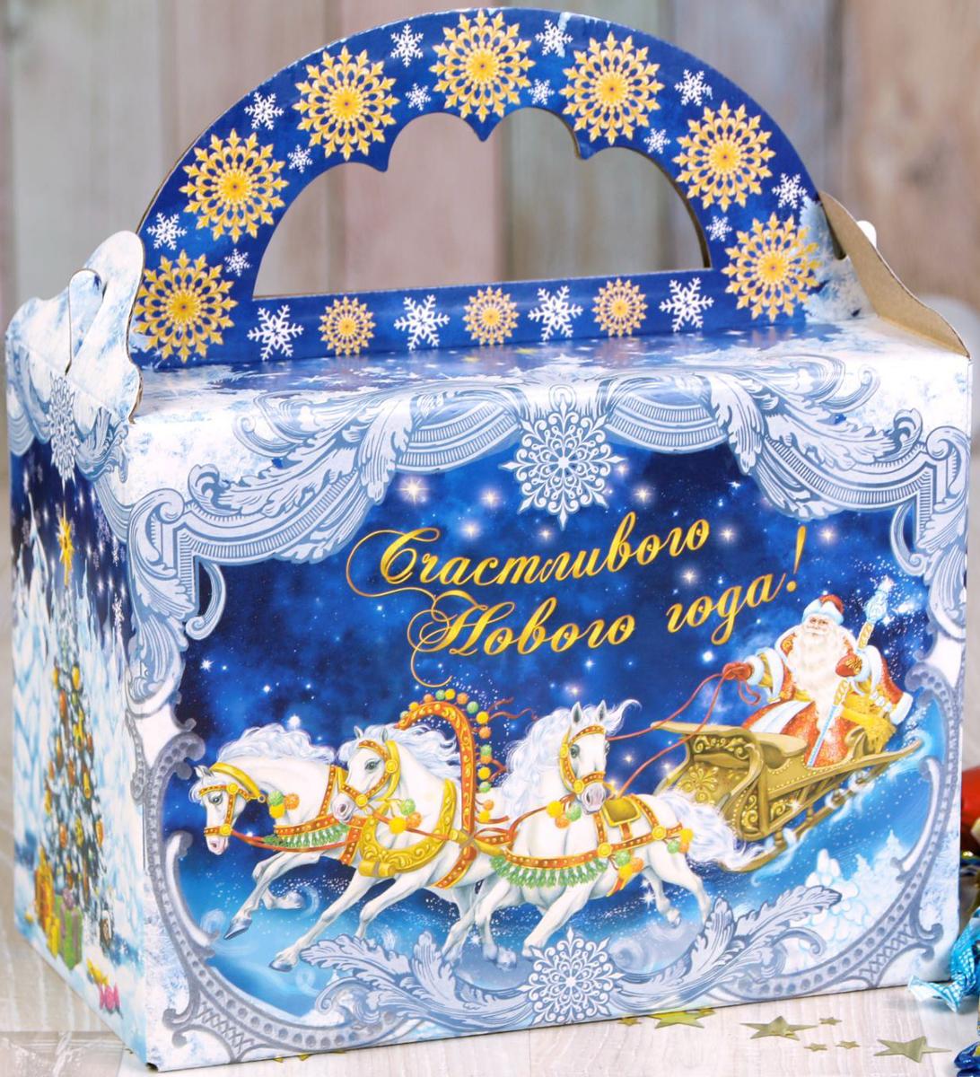 Коробка складная Дарите счастье Тройка Деда Мороза, 21 х 12 х 16 см2482947Любой подарок начинается с упаковки. Что может быть трогательнее и волшебнее, чем ритуал разворачивания полученного презента. И именно оригинальная, со вкусом выбранная упаковка выделит ваш подарок из массы других. Она продемонстрирует самые теплые чувства к виновнику торжества и создаст сказочную атмосферу праздника.