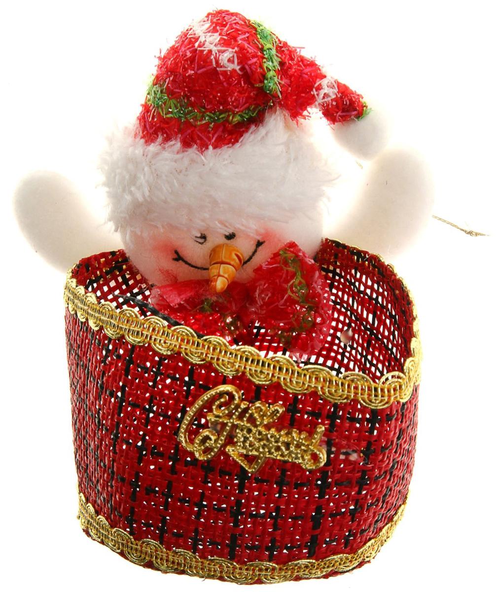 Упаковка подарочная Страна Карнавалия Конфетница. Снеговичок, цвет: красный, белый511933Подарочная упаковка Страна Карнавалия Конфетница. Снеговичок- это волшебная корзинка, которая превратит обычные сладости в самый запоминающийся подарок. Наполните ее различными лакомствами и поставьте под елку. Нарядная конфетница непременно привлечет к себе внимание, а яркий символичный персонаж создаст новогоднее настроение. Когда праздники закончатся, в такой емкости будет удобно хранить различные мелочи или наполнять конфетами и угощать гостей! Размер: 10 х 17 см.
