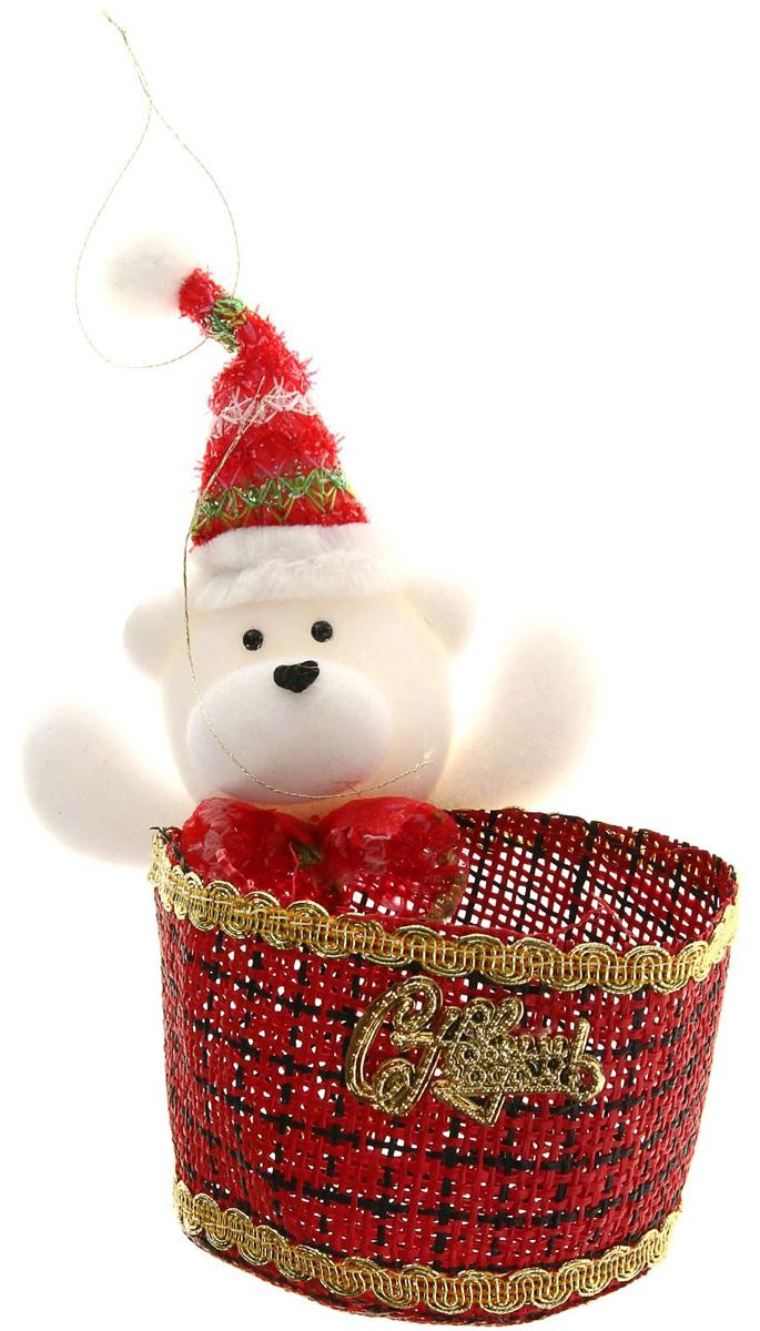Упаковка подарочная Страна Карнавалия Конфетница. Белый мишка, цвет: красный, белый511934Подарочная упаковка Страна Карнавалия Конфетница. Белый мишка— это волшебная корзинка, которая превратит обычные сладости в самый запоминающийся подарок. Наполните ее различными лакомствами и поставьте под елку. Нарядная конфетница непременно привлечёт к себе внимание, а яркий символичный персонаж создаст новогоднее настроение. Когда праздники закончатся, в такой емкости будет удобно хранить различные мелочи или наполнять конфетами и угощать гостей! Вместимость: 100 - 150 гр.
