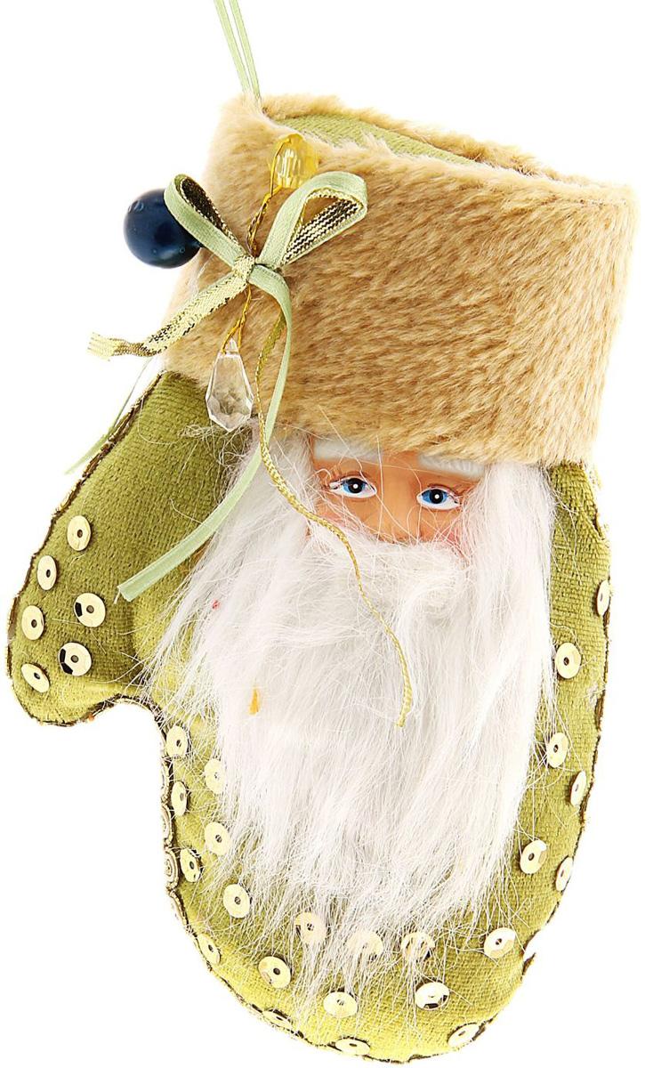 Упаковка подарочная Sima-land Варежка. Дед Мороз, цвет: зеленый, золотистый, 13 х 7 х 18 см684512Оригинальная мягкая подвеска , станет замечательным декором большой нарядной ели или его можно использовать отдельно – для преображения праздничного интерьера.