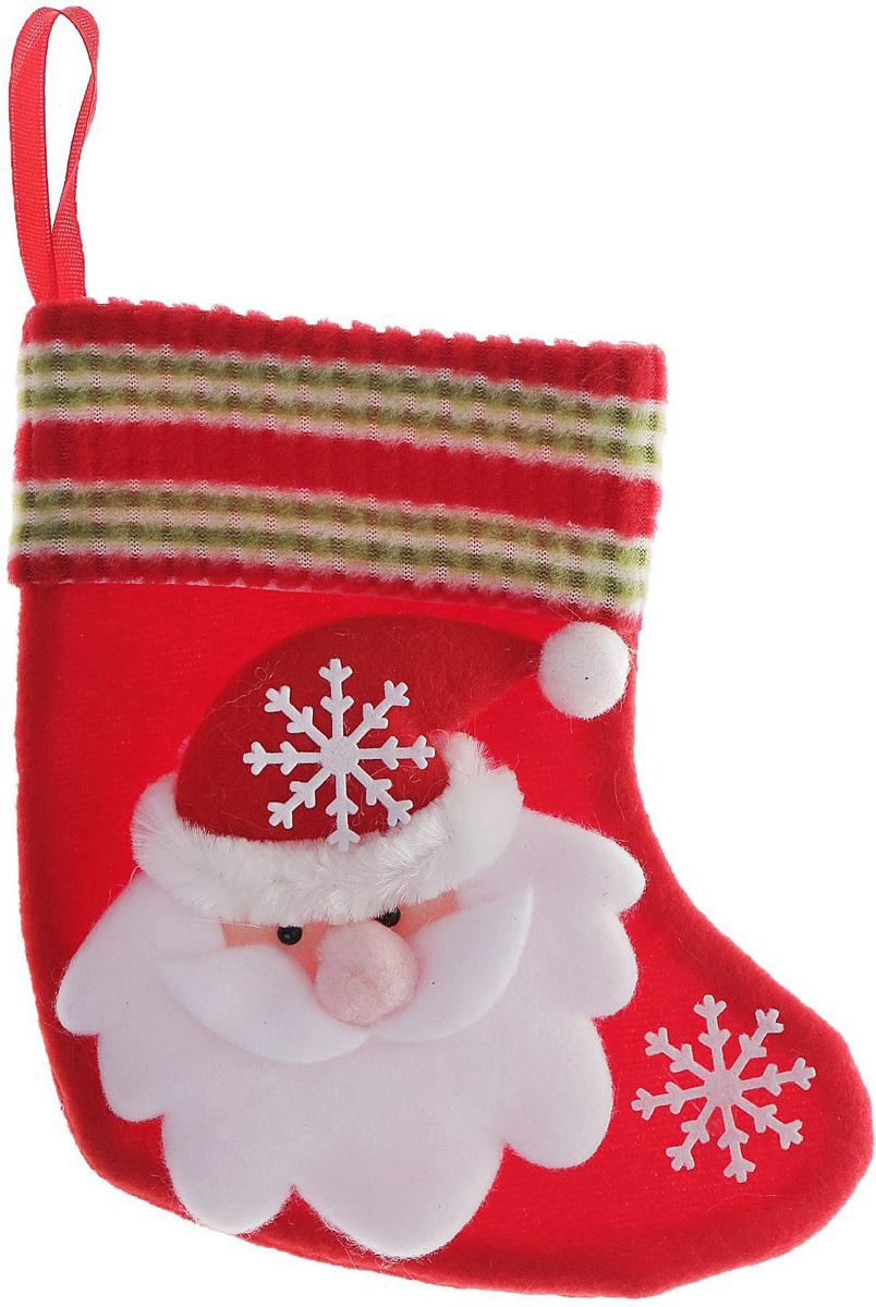 Носок для подарков Sima-land Дед Мороз. Снежинка, 15 х 13 см705244Оригинальный носок для подарков Sima-land - отличное обрамление для подарков! Также это - красивый сувенир, который украсит любой дом в новогодний праздник. Прекрасная традиция класть подарки в подвесной мешочек-носок добавит волшебства в новогоднюю ночь!