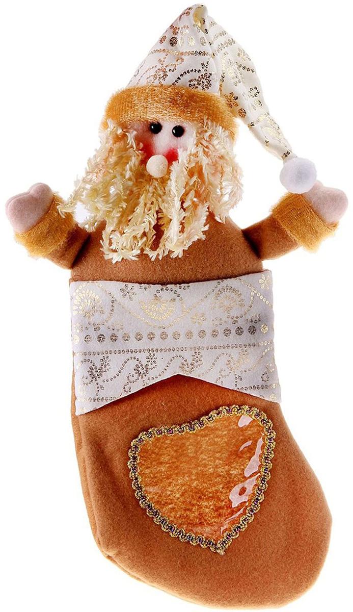 Носок для подарков Sima-land Сердце. Дед Мороз, 34 х 14 см721278Оригинальный носок для подарков Sima-land - отличное обрамление для подарков! Также это - красивый сувенир, который украсит любой дом в новогодний праздник. Прекрасная традиция класть подарки в подвесной мешочек-носок добавит волшебства в новогоднюю ночь!