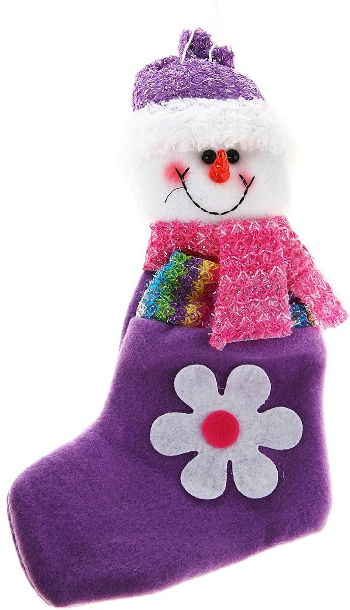 Носок для подарков Sima-land Ромашка. Снеговик, 23 см811807Оригинальный носок для подарков Sima-land - отличное обрамление для подарков! Также это - красивый сувенир, который украсит любой дом в новогодний праздник. Прекрасная традиция класть подарки в подвесной мешочек-носок добавит волшебства в новогоднюю ночь!