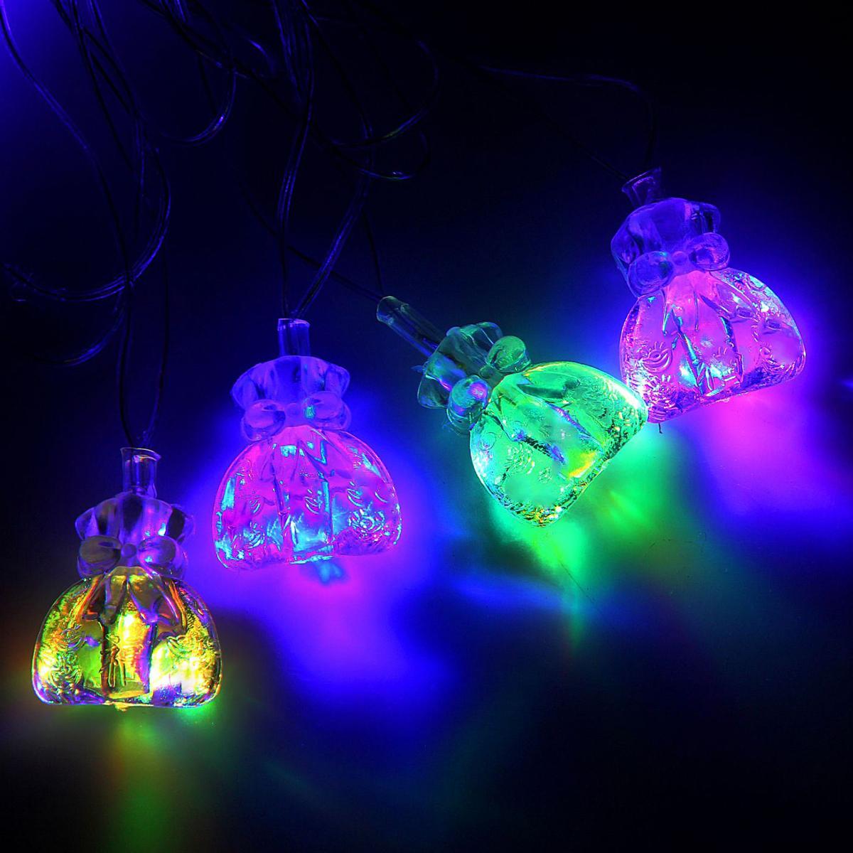 Гирлянда светодиодная Luazon Метраж. Подарок, 20 ламп, 220 V, длина 5 м1080396Светодиодные гирлянды и ленты — это отличный вариант для новогоднего оформления интерьера или фасада. С их помощью помещение любого размера можно превратить в праздничный зал, а внешние элементы зданий, украшенные ими, мгновенно станут напоминать очертания сказочного дворца. Такие украшения создают ауру предвкушения чуда. Деревья, фасады, витрины, окна и арки будто специально созданы, чтобы вы украсили их светящимися нитями.