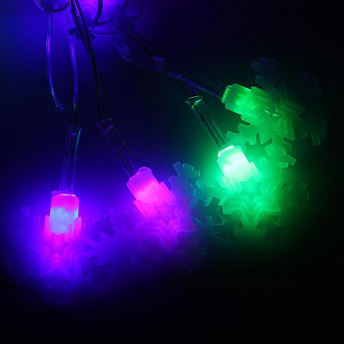 Гирлянда светодиодная Luazon Метраж. Снежинка малая матовая, 20 ламп, 220 V, длина 5 м1080400Светодиодные гирлянды и ленты — это отличный вариант для новогоднего оформления интерьера или фасада. С их помощью помещение любого размера можно превратить в праздничный зал, а внешние элементы зданий, украшенные ими, мгновенно станут напоминать очертания сказочного дворца. Такие украшения создают ауру предвкушения чуда. Деревья, фасады, витрины, окна и арки будто специально созданы, чтобы вы украсили их светящимися нитями.