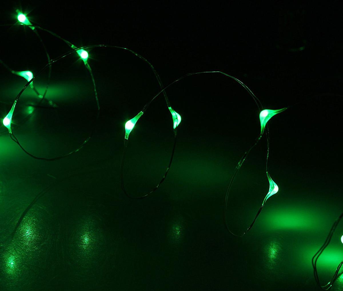 Гирлянда светодиодная Luazon Метраж. Капля росы, цвет: зеленый, 30 ламп, 2 режима, 3,6 V, длина 3 м1080591Светодиодные гирлянды и ленты — это отличный вариант для новогоднего оформления интерьера или фасада. С их помощью помещение любого размера можно превратить в праздничный зал, а внешние элементы зданий, украшенные ими, мгновенно станут напоминать очертания сказочного дворца. Такие украшения создают ауру предвкушения чуда. Деревья, фасады, витрины, окна и арки будто специально созданы, чтобы вы украсили их светящимися нитями.