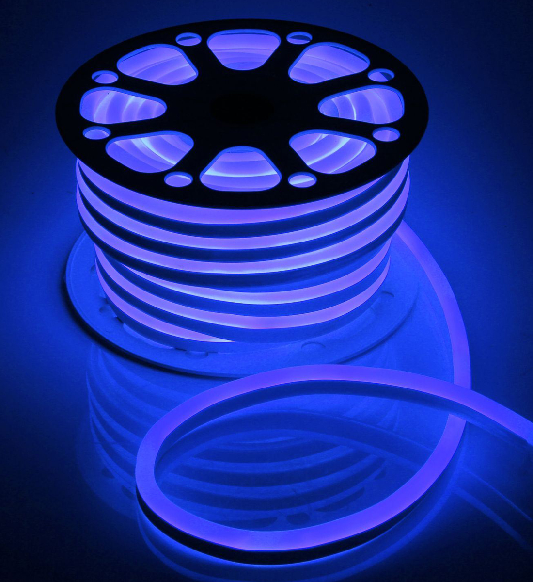 Гирлянда светодиодная  Luazon , 120 ламп, 220 V, цвет: синий, 1,5 см х 2,5 см х 25 м. 1431313 -  Гирлянды и светильники