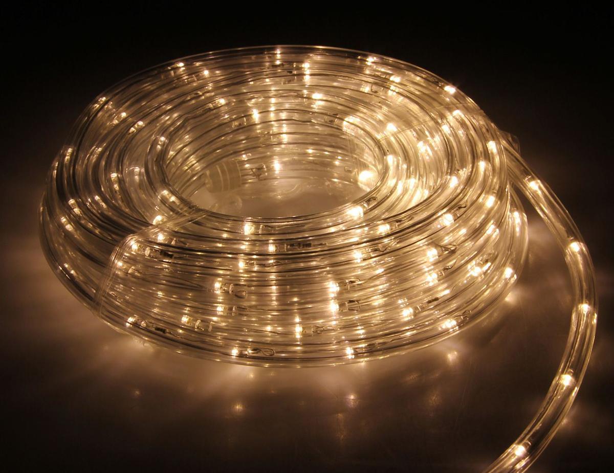 Гирлянда светодиодная Luazon, 440 ламп, 8 режимов, 220 V, цвет: теплый белый, 1 см х 20 м. 15898331589833Светодиодные гирлянды, ленты и т.д — это отличный вариант для новогоднего оформления интерьера или фасада. С их помощью помещение любого размера можно превратить в праздничный зал, а внешние элементы зданий, украшенные ими, мгновенно станут напоминать очертания сказочного дворца. Такие украшения создают ауру предвкушения чуда. Деревья, фасады, витрины, окна и арки будто специально созданы, чтобы вы украсили их светящимися нитями.