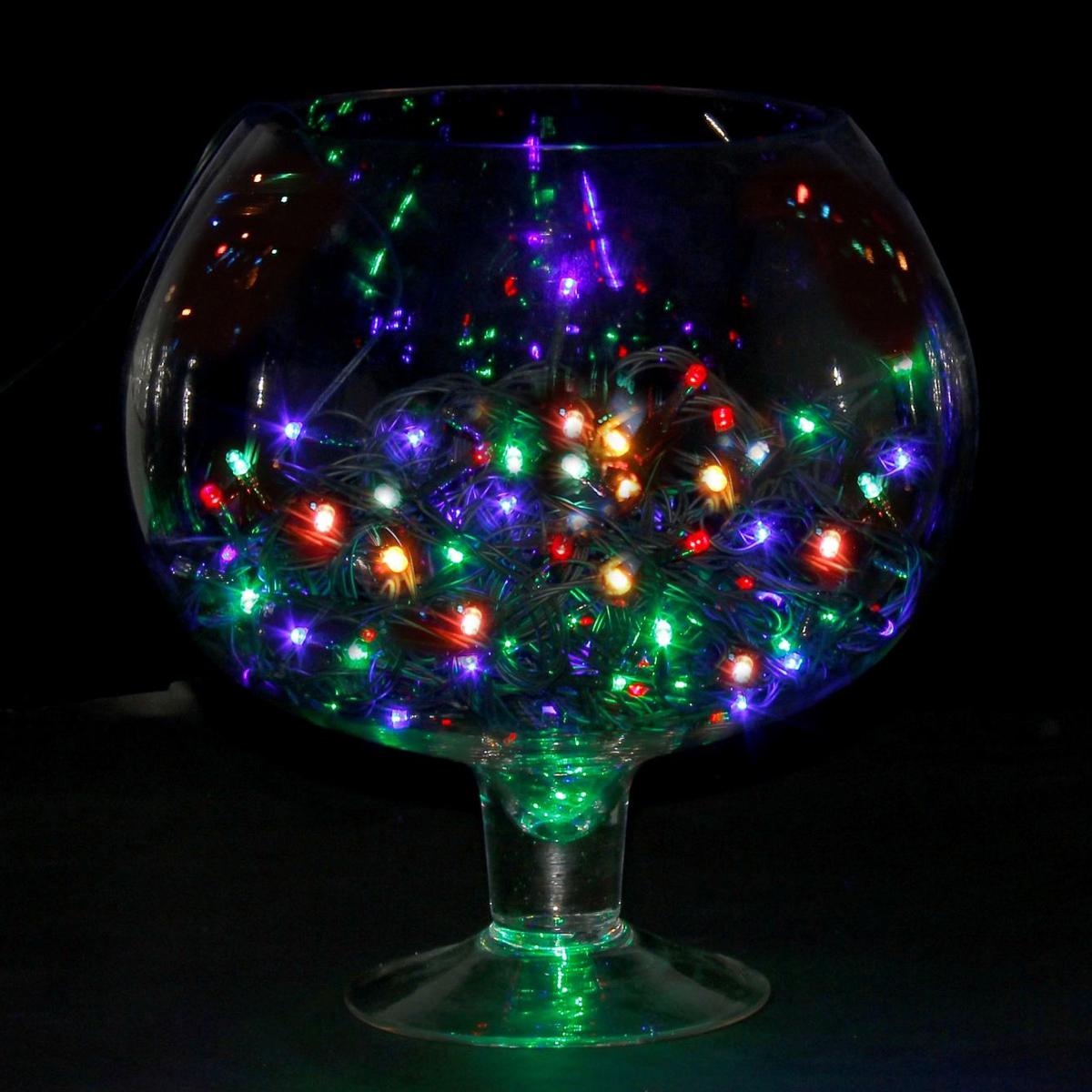 Гирлянда светодиодная Luazon Метраж, цвет: мультиколор, 150 ламп, 8 режимов, 220 V, длина 13 м. 705991705991Светодиодные гирлянды и ленты — это отличный вариант для новогоднего оформления интерьера или фасада. С их помощью помещение любого размера можно превратить в праздничный зал, а внешние элементы зданий, украшенные ими, мгновенно станут напоминать очертания сказочного дворца. Такие украшения создают ауру предвкушения чуда. Деревья, фасады, витрины, окна и арки будто специально созданы, чтобы вы украсили их светящимися нитями.