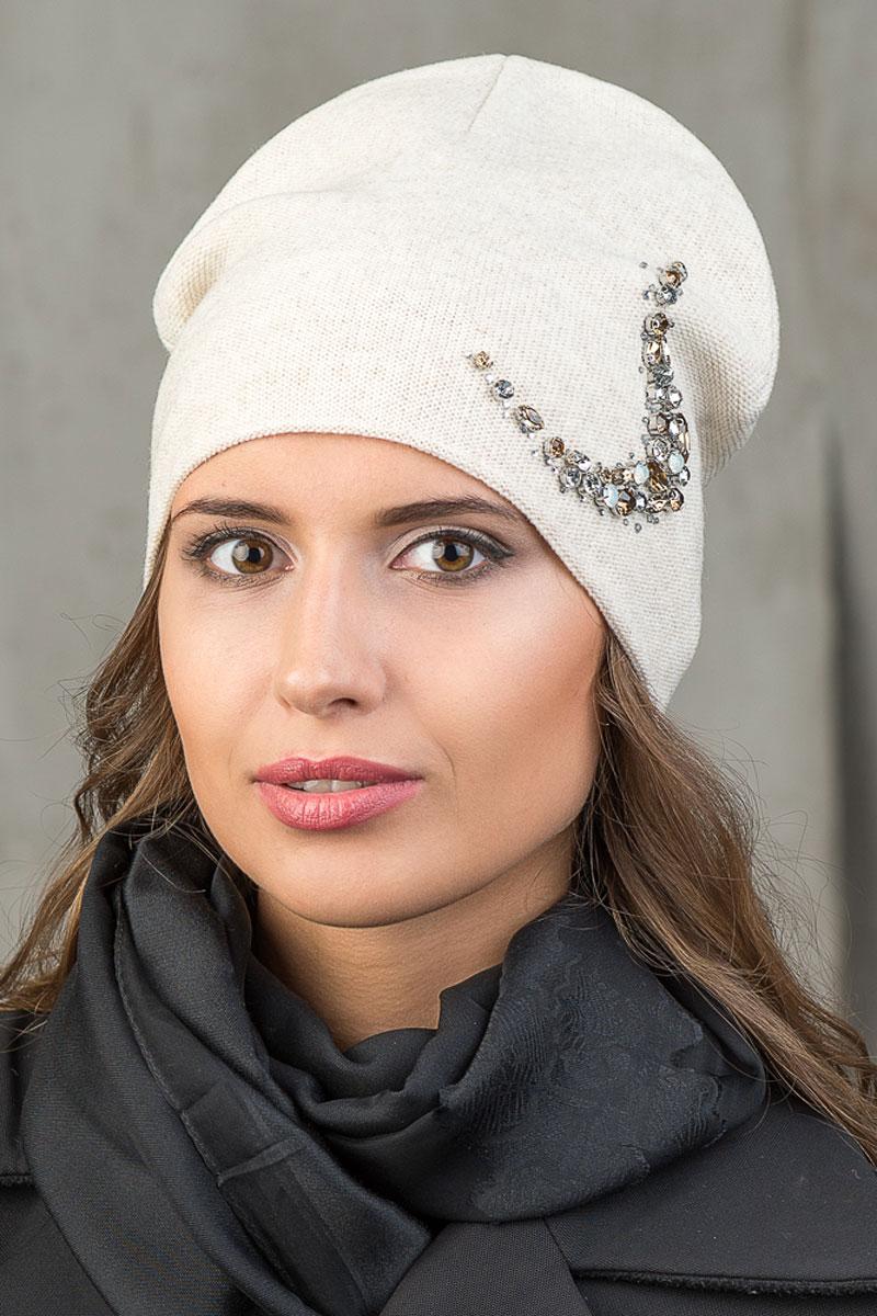Шапка вязаная женская Stilla, цвет: бежевый. SH-1763/02. Размер 52/58SH-1763/02Элегантная вязаная женская шапка Stilla, изготовленная из пряжи с содержанием шерсти и акрила исключительно мягкая, комфортная и теплая. Мелкая плотная вязка, декорированная украшением из крупных страз делает эту модель эффектной и не забываемой. Практичная форма шапки делает ее очень комфортной. Трикотажная подкладка отлично защитит в сильный холод.Шапка Stilla прекрасно дополнит ваш образ с шубой или пальто.