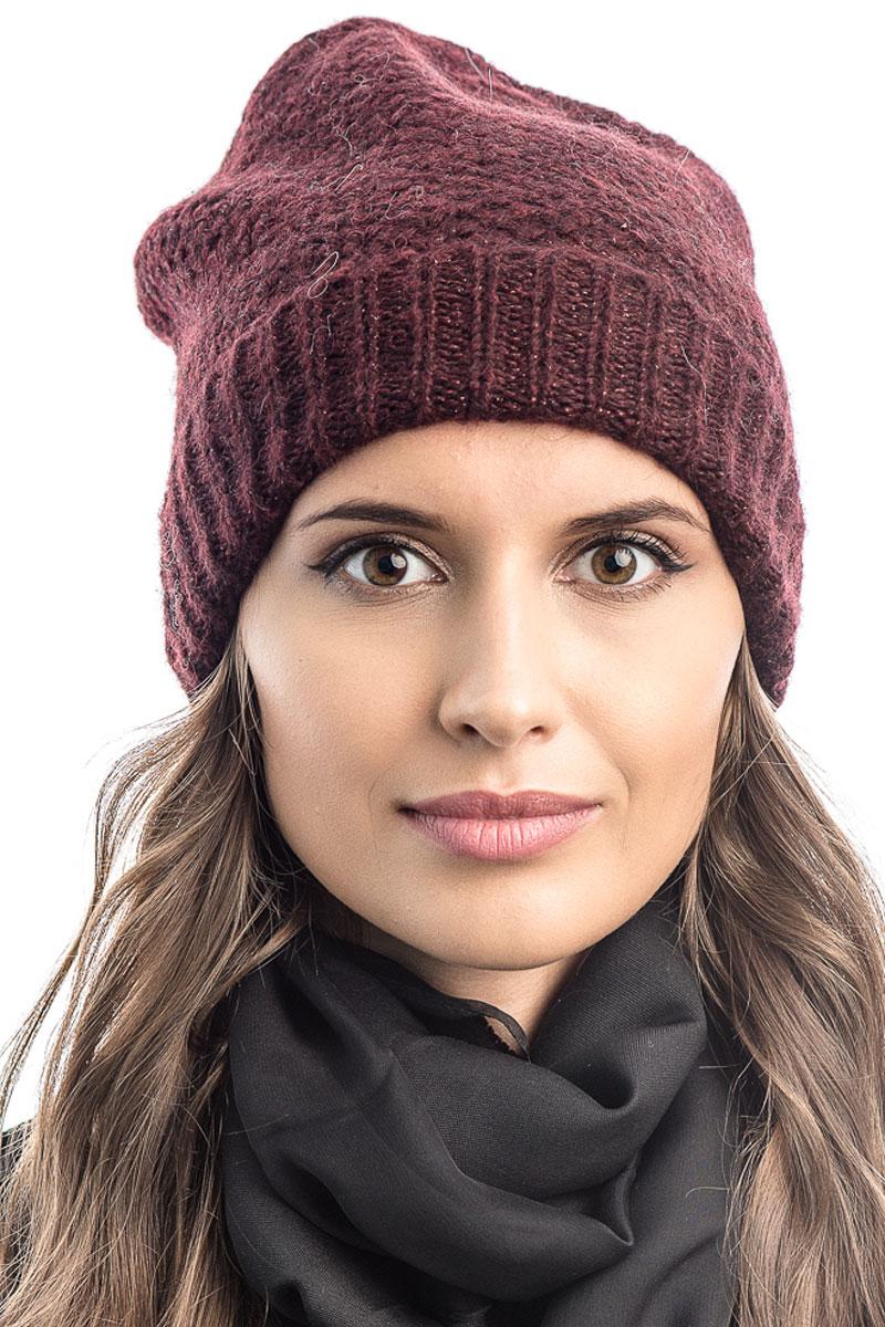Шапка вязаная женская Stilla, цвет: бордовый. SH-1765/11. Размер 52/58SH-1765/11Элегантная вязаная женская шапка Stilla, изготовленная из пряжи с содержанием шерсти и акрила исключительно мягкая, комфортная и теплая. Одинарная вязка, декорированная ниткой люрекса, делает эту модель эффектной и не забываемой. Практичная форма шапки делает ее очень комфортной. Очень мягкая пряжа создает ощущение теплого пуха.Шапка Stilla прекрасно дополнит ваш образ с шубой или пальто.