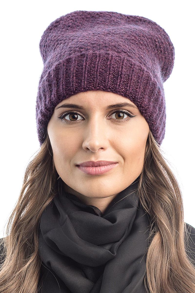 Шапка вязаная женская Stilla, цвет: фиолетовый. SH-1765/12. Размер 52/58SH-1765/12Элегантная вязаная женская шапка Stilla, изготовленная из пряжи с содержанием шерсти и акрила исключительно мягкая, комфортная и теплая. Одинарная вязка, декорированная ниткой люрекса, делает эту модель эффектной и не забываемой. Практичная форма шапки делает ее очень комфортной. Очень мягкая пряжа создает ощущение теплого пуха.Шапка Stilla прекрасно дополнит ваш образ с шубой или пальто.