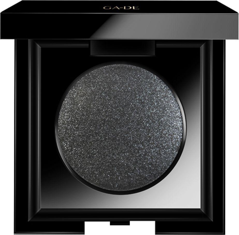 GA-DE Тени для век Velveteen Metallic, тон №230 Glam Noir, 3,5 г119400230Моно-тени с эффектным сиянием Metallic. Микродиспенсорная текстура, с высокой концентрацией перламутра, обеспечит превосходную игру цвета и тени. Поможет выполнить как мягкий, ежедневный макияж, так и сложный, драматический. Текстуру теней можно смешивать с другими оттенками и фактурами для достижения многомерного эффектного макияжа. Для усиления и яркости цвета используйте влажный способ нанесения теней. Содержит масло миндаля – для интенсивного питания и ухода за нежной кожей век.