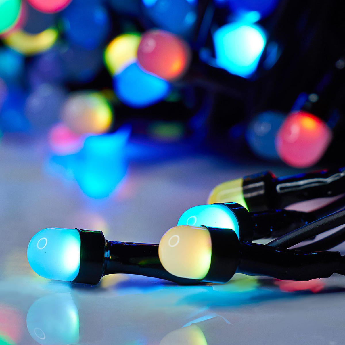 Гирлянда Luazon Метраж, длина 20 м, LED 200 ламп, 220V, цвет: мультиколор. 10805781080578Светодиодные гирлянды, ленты и т.д — это отличный вариант для новогоднего оформления интерьера или фасада. С их помощью помещение любого размера можно превратить в праздничный зал, а внешние элементы зданий, украшенные ими, мгновенно станут напоминать очертания сказочного дворца. Такие украшения создают ауру предвкушения чуда. Деревья, фасады, витрины, окна и арки будто специально созданы, чтобы вы украсили их светящимися нитями.