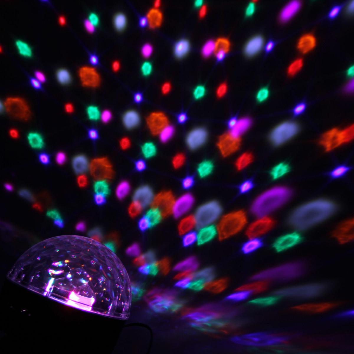 Световой прибор Luazon Хрустальный шар, диаметр 17,5 см, с музыкой, Bluetooth, V2201353036Светодиодные гирлянды, ленты и т.д — это отличный вариант для новогоднего оформления интерьера или фасада. С их помощью помещение любого размера можно превратить в праздничный зал, а внешние элементы зданий, украшенные ими, мгновенно станут напоминать очертания сказочного дворца. Такие украшения создают ауру предвкушения чуда. Деревья, фасады, витрины, окна и арки будто специально созданы, чтобы вы украсили их светящимися нитями.