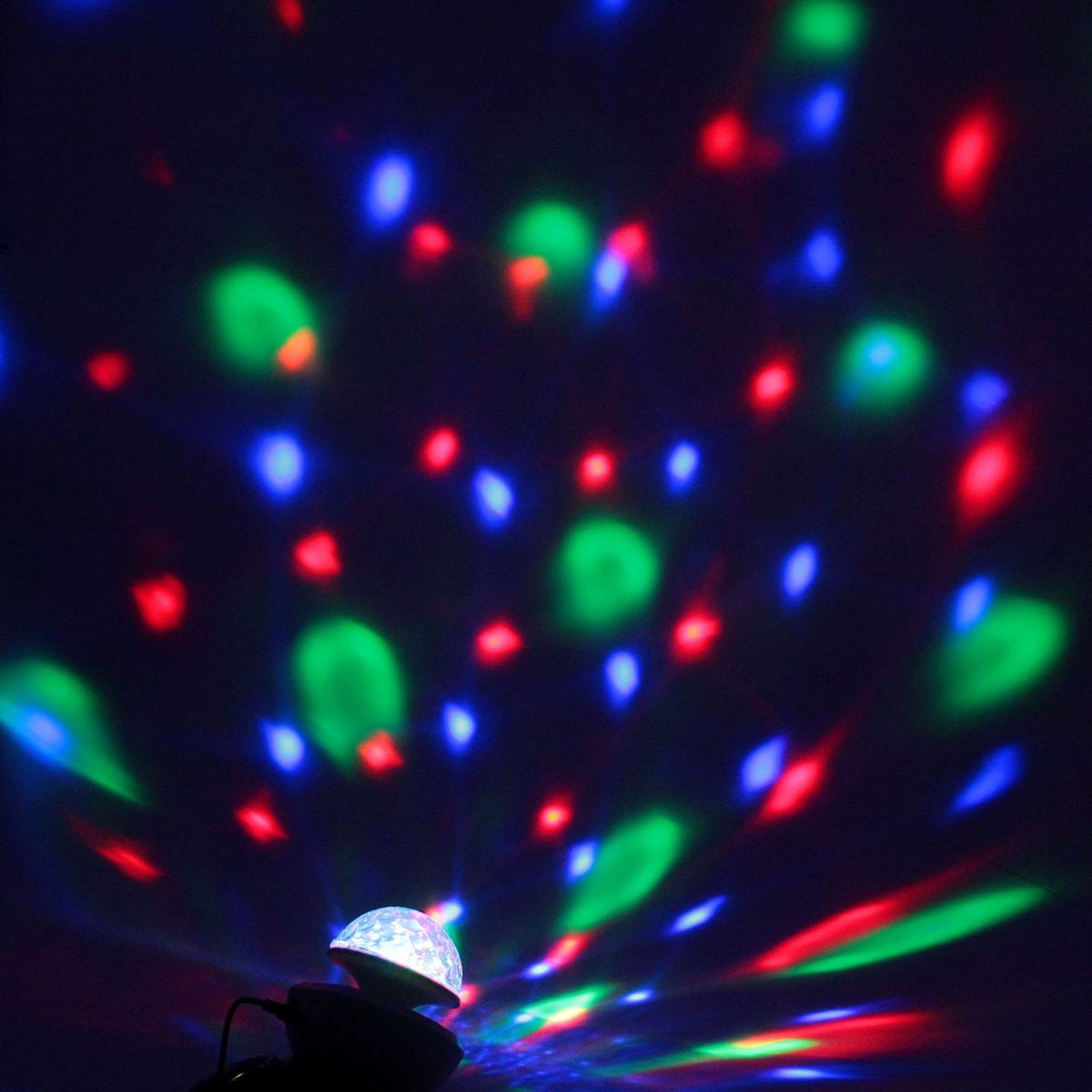 Световой прибор Luazon, с музыкой, USB microSD, цвет: белый176679Светодиодные гирлянды, ленты и т.д — это отличный вариант для новогоднего оформления интерьера или фасада. С их помощью помещение любого размера можно превратить в праздничный зал, а внешние элементы зданий, украшенные ими, мгновенно станут напоминать очертания сказочного дворца. Такие украшения создают ауру предвкушения чуда. Деревья, фасады, витрины, окна и арки будто специально созданы, чтобы вы украсили их светящимися нитями.