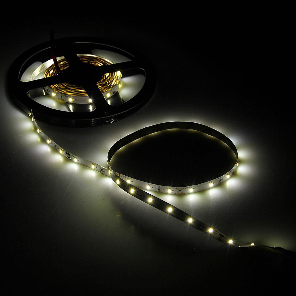 Светодиодная лента Volpe, SMD3014, длина 5 м, IP20, 60 LED ламп, 4.8 W/m, WW1801762Светодиодные гирлянды, ленты и т.д — это отличный вариант для новогоднего оформления интерьера или фасада. С их помощью помещение любого размера можно превратить в праздничный зал, а внешние элементы зданий, украшенные ими, мгновенно станут напоминать очертания сказочного дворца. Такие украшения создают ауру предвкушения чуда. Деревья, фасады, витрины, окна и арки будто специально созданы, чтобы вы украсили их светящимися нитями.