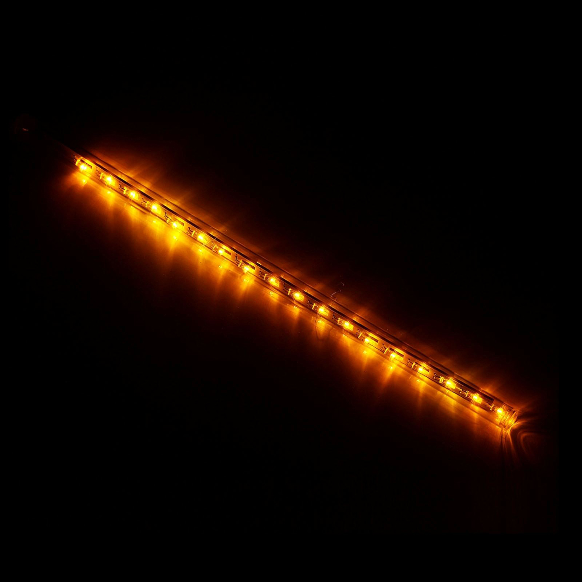 Светодиодная сосулька Luazon Тающая, длина 0,3 м, диаметр 2 см, LED 18 ламп, 220V, цвет: желтый678894Светодиодные гирлянды, ленты и т.д — это отличный вариант для новогоднего оформления интерьера или фасада. С их помощью помещение любого размера можно превратить в праздничный зал, а внешние элементы зданий, украшенные ими, мгновенно станут напоминать очертания сказочного дворца. Такие украшения создают ауру предвкушения чуда. Деревья, фасады, витрины, окна и арки будто специально созданы, чтобы вы украсили их светящимися нитями.