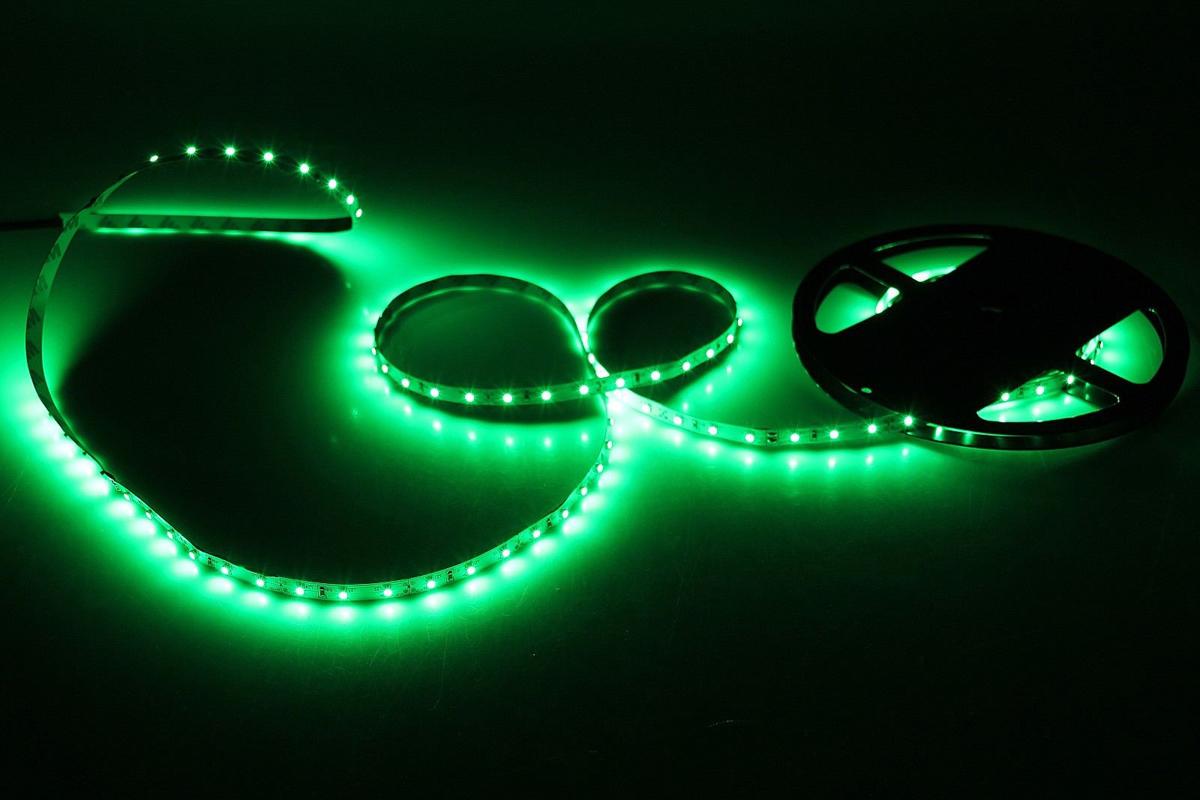 Светодиодная лента Sima-land, 12В, SMD3528, длина 5 м, IP33, 60 LED ламп, 4.8 Вт/м, DC, цвет: зеленый682308Светодиодные гирлянды, ленты и т.д — это отличный вариант для новогоднего оформления интерьера или фасада. С их помощью помещение любого размера можно превратить в праздничный зал, а внешние элементы зданий, украшенные ими, мгновенно станут напоминать очертания сказочного дворца. Такие украшения создают ауру предвкушения чуда. Деревья, фасады, витрины, окна и арки будто специально созданы, чтобы вы украсили их светящимися нитями.