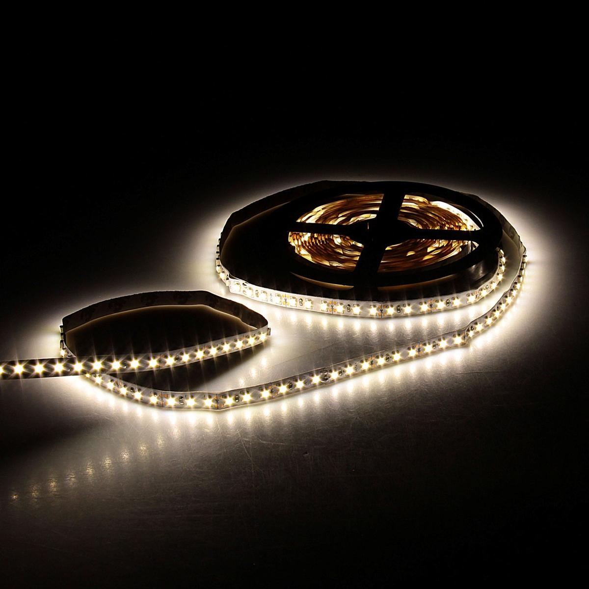 Светодиодная лента Sima-land, 12В, SMD3528, длина 5 м, IP33, 120 LED ламп, 9.6 Вт/м, 6-7 Лм/1 LED, DC, цвет: теплый белый. 848543848543Светодиодные гирлянды, ленты и т.д — это отличный вариант для новогоднего оформления интерьера или фасада. С их помощью помещение любого размера можно превратить в праздничный зал, а внешние элементы зданий, украшенные ими, мгновенно станут напоминать очертания сказочного дворца. Такие украшения создают ауру предвкушения чуда. Деревья, фасады, витрины, окна и арки будто специально созданы, чтобы вы украсили их светящимися нитями.