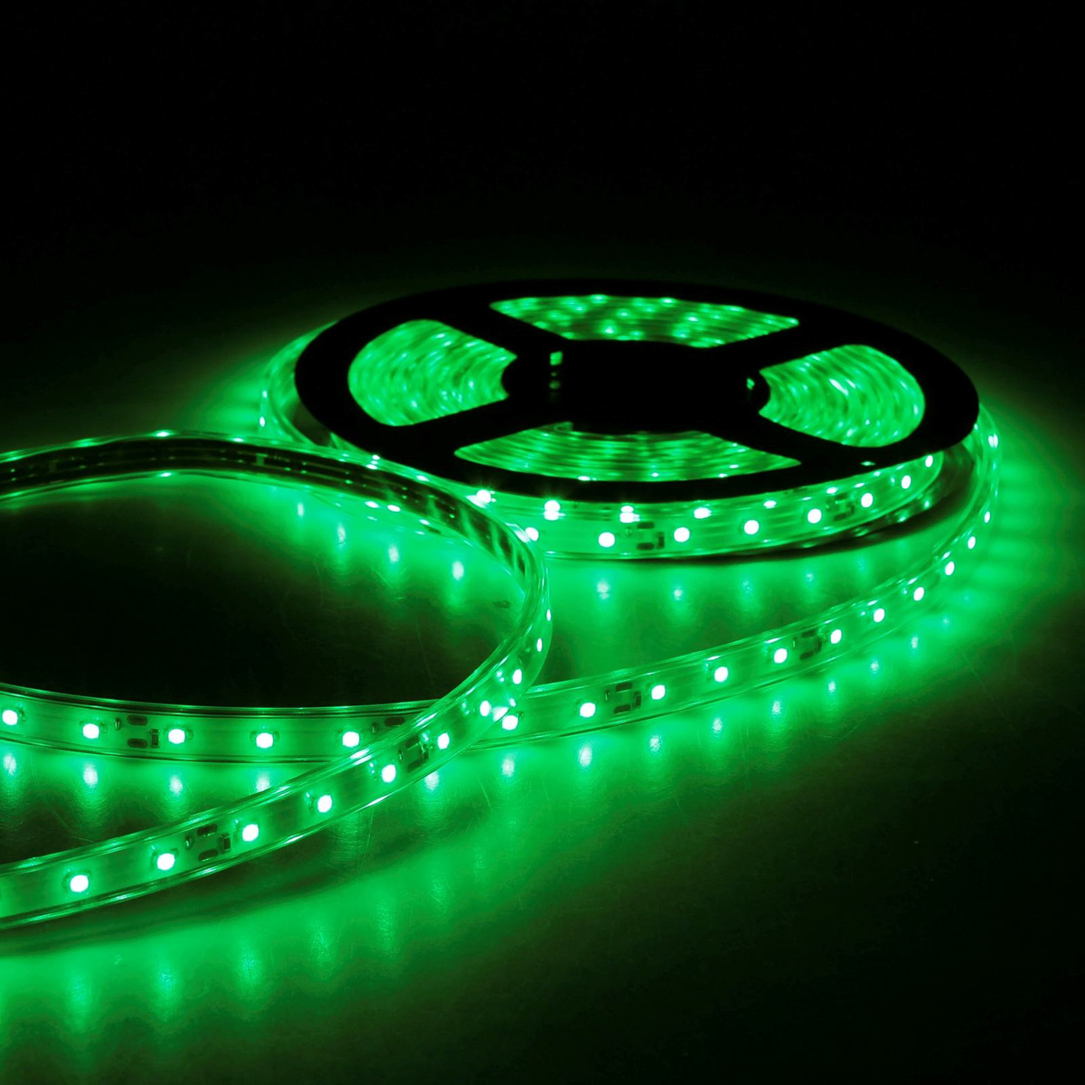 Светодиодная лента Sima-land, 12В, SMD3528, длина 5 м, IP68, 60 LED ламп, 4.8 Вт/м, 6-7 Лм/1 LED, DC, цвет: зеленый848Светодиодные гирлянды, ленты и т.д — это отличный вариант для новогоднего оформления интерьера или фасада. С их помощью помещение любого размера можно превратить в праздничный зал, а внешние элементы зданий, украшенные ими, мгновенно станут напоминать очертания сказочного дворца. Такие украшения создают ауру предвкушения чуда. Деревья, фасады, витрины, окна и арки будто специально созданы, чтобы вы украсили их светящимися нитями.
