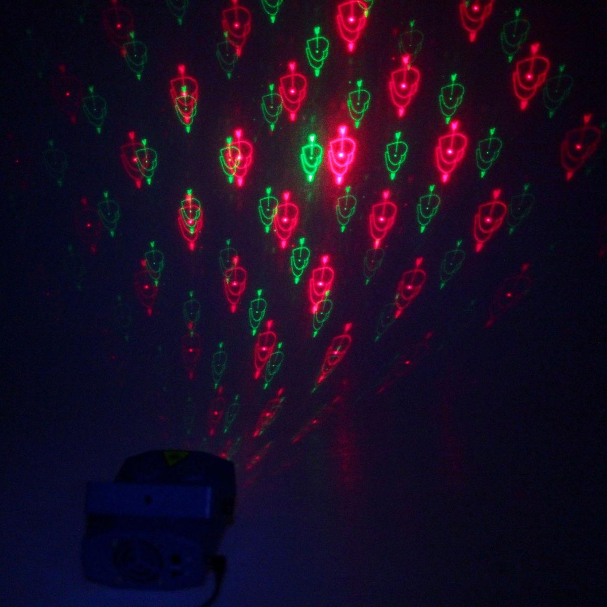 Световой прибор Luazon, 12 картинок, корпус пластик, AW-12B, 220V867681Светодиодные гирлянды, ленты и т.д — это отличный вариант для новогоднего оформления интерьера или фасада. С их помощью помещение любого размера можно превратить в праздничный зал, а внешние элементы зданий, украшенные ими, мгновенно станут напоминать очертания сказочного дворца. Такие украшения создают ауру предвкушения чуда. Деревья, фасады, витрины, окна и арки будто специально созданы, чтобы вы украсили их светящимися нитями.