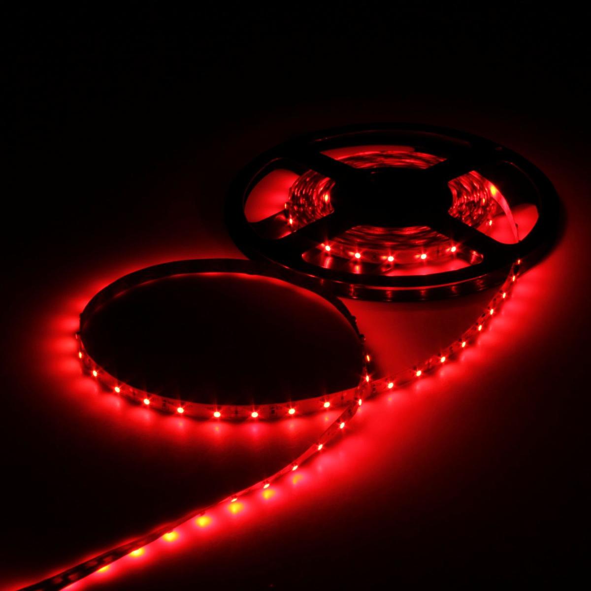 Светодиодная лента Luazon, 12В, SMD3528, длина 5 м, IP33, 60 LED ламп, 4.8 Вт/м, 6-7 Лм/1 LED, DC, цвет: красный883870Светодиодные гирлянды, ленты и т.д — это отличный вариант для новогоднего оформления интерьера или фасада. С их помощью помещение любого размера можно превратить в праздничный зал, а внешние элементы зданий, украшенные ими, мгновенно станут напоминать очертания сказочного дворца. Такие украшения создают ауру предвкушения чуда. Деревья, фасады, витрины, окна и арки будто специально созданы, чтобы вы украсили их светящимися нитями.