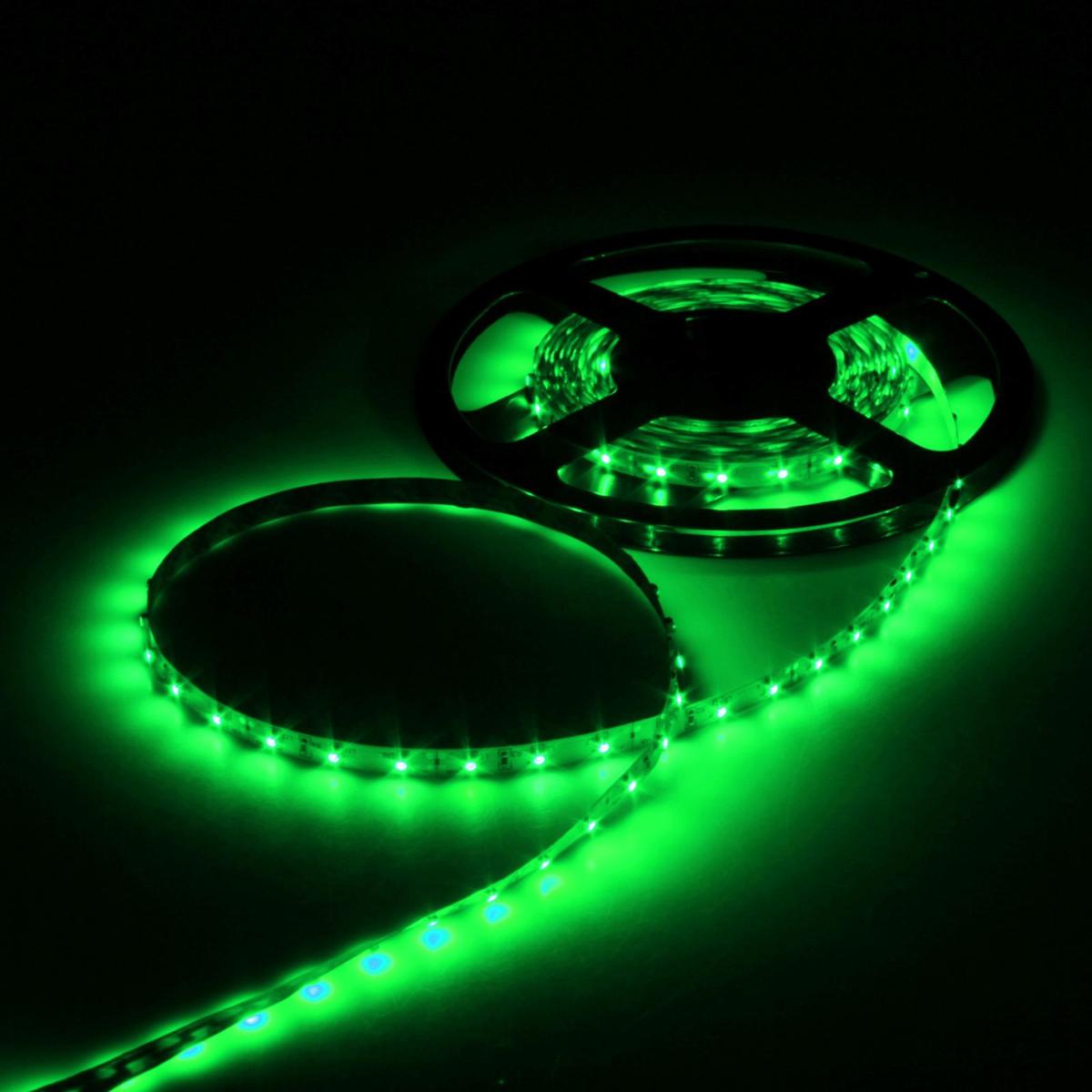 Светодиодная лента Luazon, 12В, SMD3528, длина 5 м, IP33, 60 LED ламп, 4.8 Вт/м, 6-7 Лм/1 LED, DC, цвет: зеленый883873Светодиодные гирлянды, ленты и т.д — это отличный вариант для новогоднего оформления интерьера или фасада. С их помощью помещение любого размера можно превратить в праздничный зал, а внешние элементы зданий, украшенные ими, мгновенно станут напоминать очертания сказочного дворца. Такие украшения создают ауру предвкушения чуда. Деревья, фасады, витрины, окна и арки будто специально созданы, чтобы вы украсили их светящимися нитями.