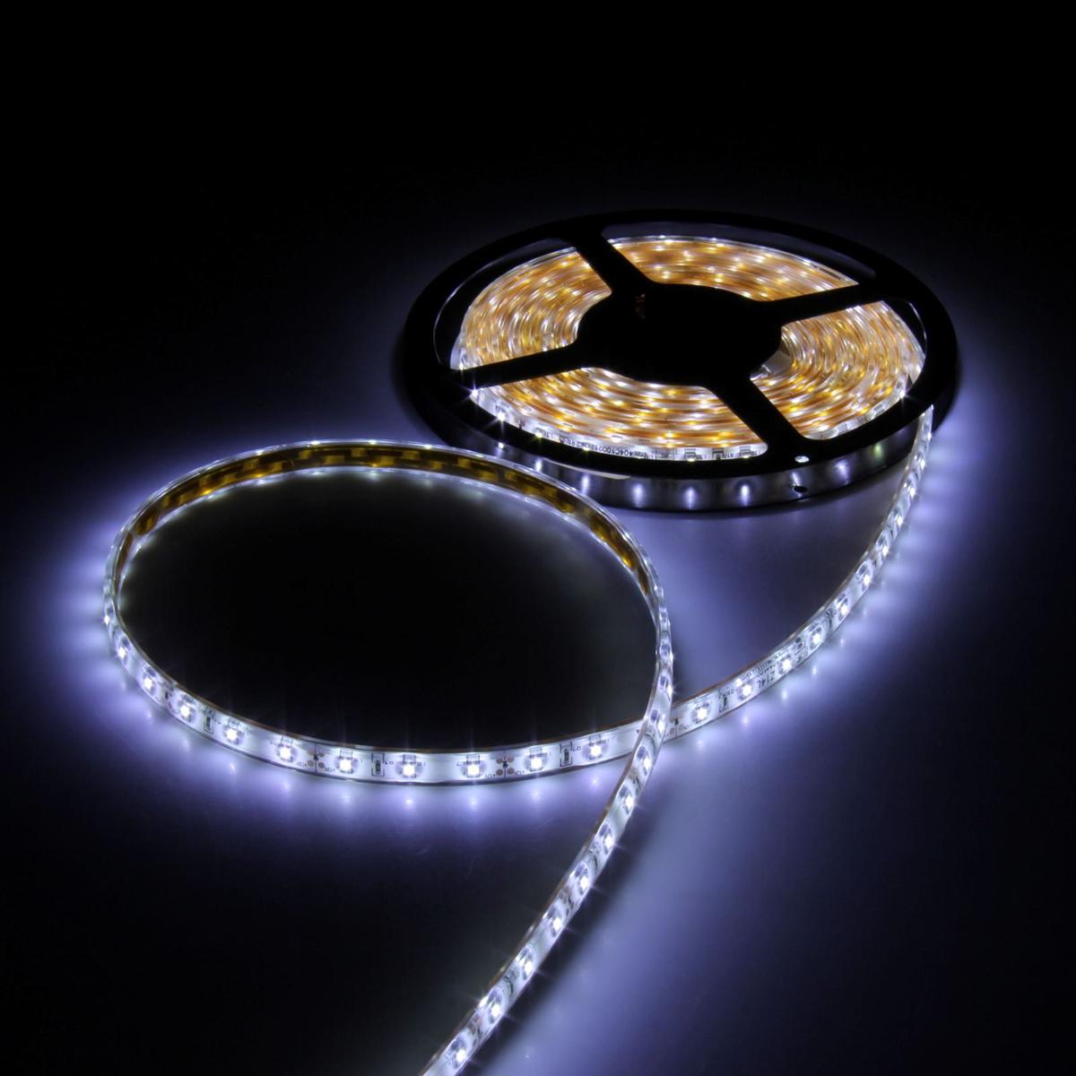 Светодиодная лента Luazon, 12В, SMD3528, длина 5 м, IP68, 60 LED ламп, 4.8 Вт/м, 6-7 Лм/1 LED, DC, цвет: белый883890Светодиодные гирлянды, ленты и т.д — это отличный вариант для новогоднего оформления интерьера или фасада. С их помощью помещение любого размера можно превратить в праздничный зал, а внешние элементы зданий, украшенные ими, мгновенно станут напоминать очертания сказочного дворца. Такие украшения создают ауру предвкушения чуда. Деревья, фасады, витрины, окна и арки будто специально созданы, чтобы вы украсили их светящимися нитями.
