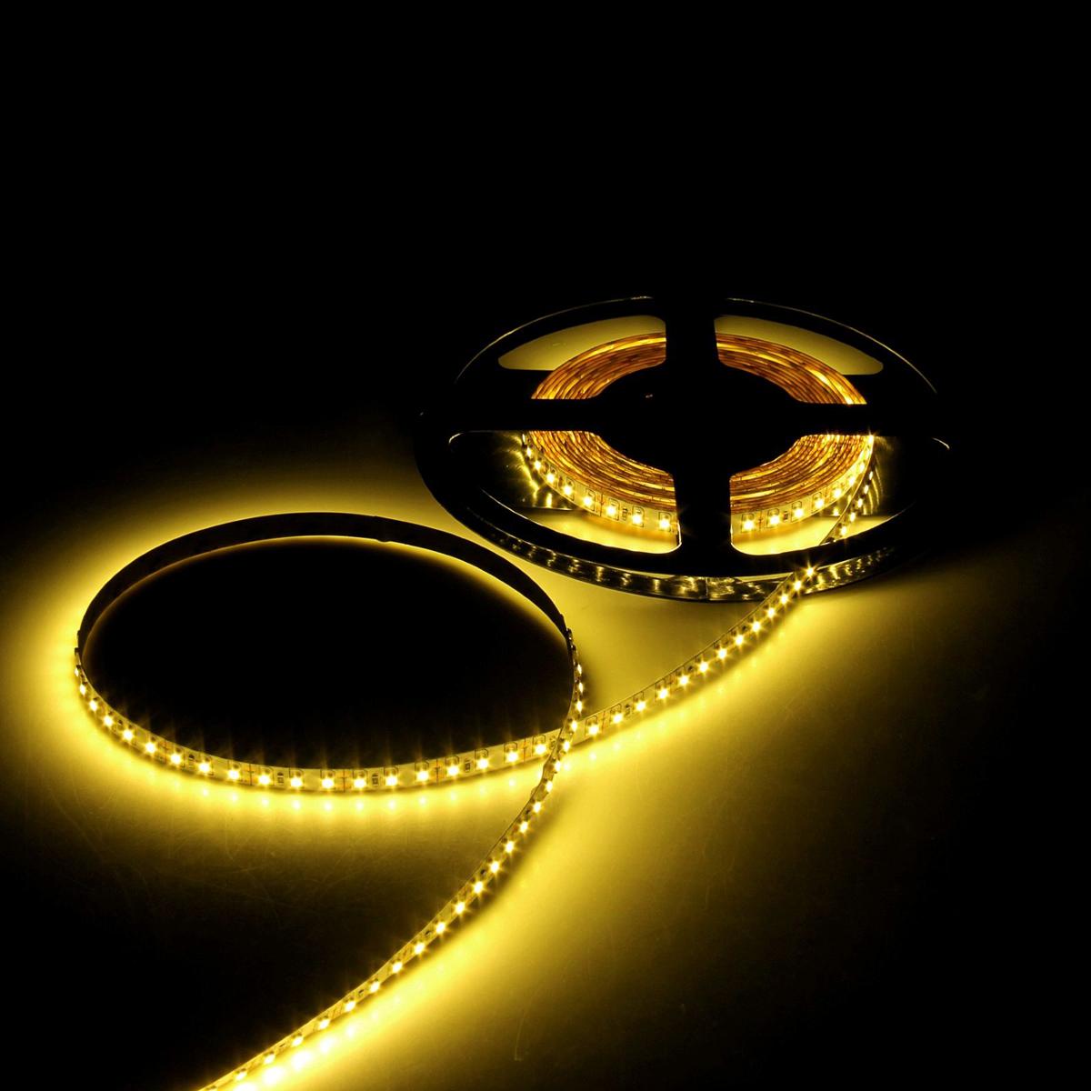 Светодиодная лента Luazon, 12В, SMD3528, длина 5 м, IP65, 120 LED ламп, 9.6 Вт/м, 6-7 Лм/1 LED, DC, цвет: желтый. 883902883902Светодиодные гирлянды, ленты и т.д — это отличный вариант для новогоднего оформления интерьера или фасада. С их помощью помещение любого размера можно превратить в праздничный зал, а внешние элементы зданий, украшенные ими, мгновенно станут напоминать очертания сказочного дворца. Такие украшения создают ауру предвкушения чуда. Деревья, фасады, витрины, окна и арки будто специально созданы, чтобы вы украсили их светящимися нитями.