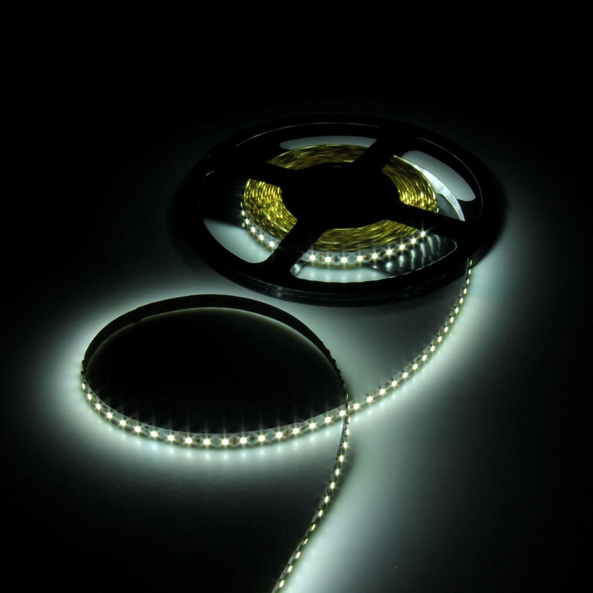 Светодиодная лента Luazon, 12В, SMD3528, длина 5 м, IP65, 120 LED ламп, 9.6 Вт/м, 6-7 Лм/1 LED, DC, цвет: белый883905Светодиодные гирлянды, ленты и т.д — это отличный вариант для новогоднего оформления интерьера или фасада. С их помощью помещение любого размера можно превратить в праздничный зал, а внешние элементы зданий, украшенные ими, мгновенно станут напоминать очертания сказочного дворца. Такие украшения создают ауру предвкушения чуда. Деревья, фасады, витрины, окна и арки будто специально созданы, чтобы вы украсили их светящимися нитями.