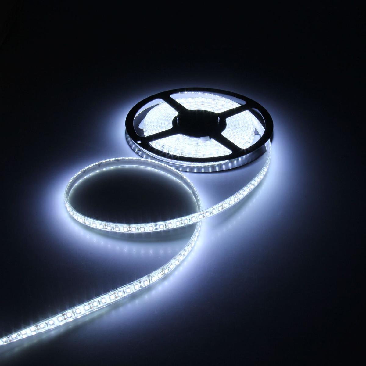 Светодиодная лента Luazon, 12В, SMD3528, длина 5 м, IP68, 120 LED ламп, 9.6 Вт/м, 6-7 Лм/1 LED, DC, цвет: белый883912Светодиодные гирлянды, ленты и т.д — это отличный вариант для новогоднего оформления интерьера или фасада. С их помощью помещение любого размера можно превратить в праздничный зал, а внешние элементы зданий, украшенные ими, мгновенно станут напоминать очертания сказочного дворца. Такие украшения создают ауру предвкушения чуда. Деревья, фасады, витрины, окна и арки будто специально созданы, чтобы вы украсили их светящимися нитями.