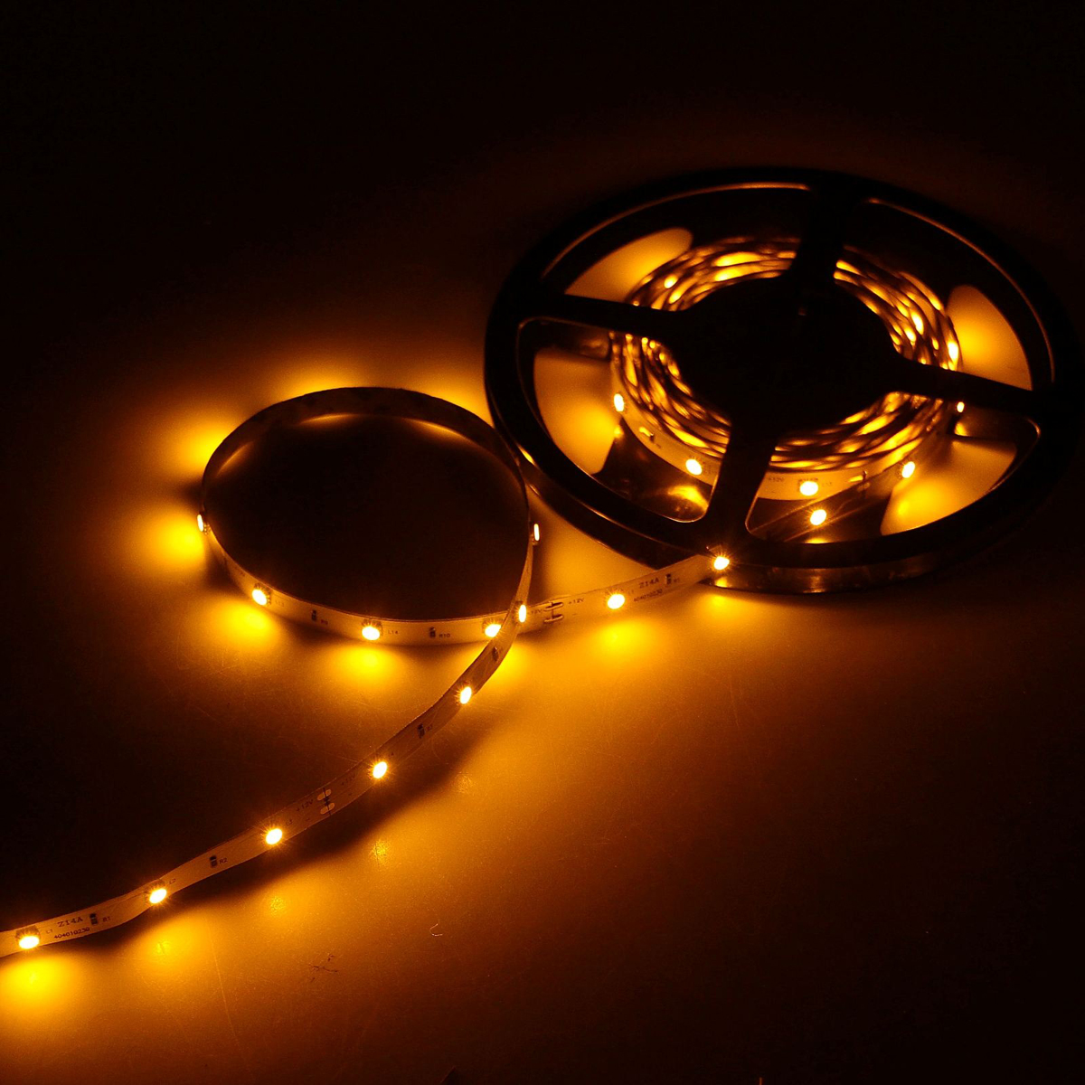 Светодиодная лента Luazon, 12В, SMD5050, длина 5 м, IP33, 30 LED ламп, 7.2 Вт/м, 14-16 Лм/1 LED, DC, цвет: желтый883916Светодиодные гирлянды, ленты и т.д — это отличный вариант для новогоднего оформления интерьера или фасада. С их помощью помещение любого размера можно превратить в праздничный зал, а внешние элементы зданий, украшенные ими, мгновенно станут напоминать очертания сказочного дворца. Такие украшения создают ауру предвкушения чуда. Деревья, фасады, витрины, окна и арки будто специально созданы, чтобы вы украсили их светящимися нитями.