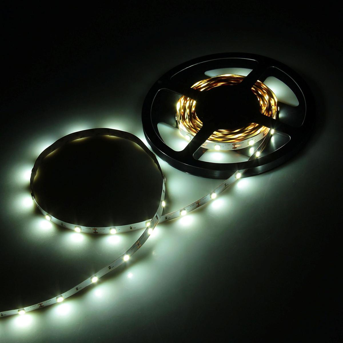 Светодиодная лента Luazon, 12В, SMD5050, длина 5 м, IP33, 30 LED ламп, 7.2 Вт/м, 14-16 Лм/1 LED, DC, цвет: белый883919Светодиодные гирлянды, ленты и т.д — это отличный вариант для новогоднего оформления интерьера или фасада. С их помощью помещение любого размера можно превратить в праздничный зал, а внешние элементы зданий, украшенные ими, мгновенно станут напоминать очертания сказочного дворца. Такие украшения создают ауру предвкушения чуда. Деревья, фасады, витрины, окна и арки будто специально созданы, чтобы вы украсили их светящимися нитями.
