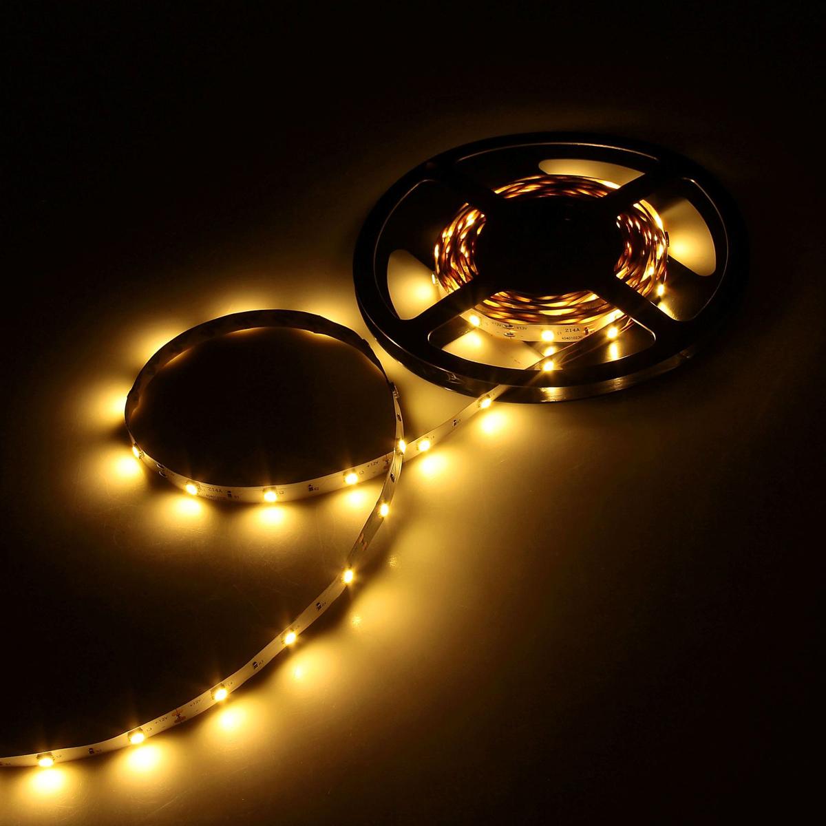 Светодиодная лента Luazon, 12В, SMD5050, длина 5 м, IP33, 30 LED ламп, 7.2 Вт/м, 14-16Л м/1 LED, DC, цвет: теплый белый883920Светодиодные гирлянды, ленты и т.д — это отличный вариант для новогоднего оформления интерьера или фасада. С их помощью помещение любого размера можно превратить в праздничный зал, а внешние элементы зданий, украшенные ими, мгновенно станут напоминать очертания сказочного дворца. Такие украшения создают ауру предвкушения чуда. Деревья, фасады, витрины, окна и арки будто специально созданы, чтобы вы украсили их светящимися нитями.