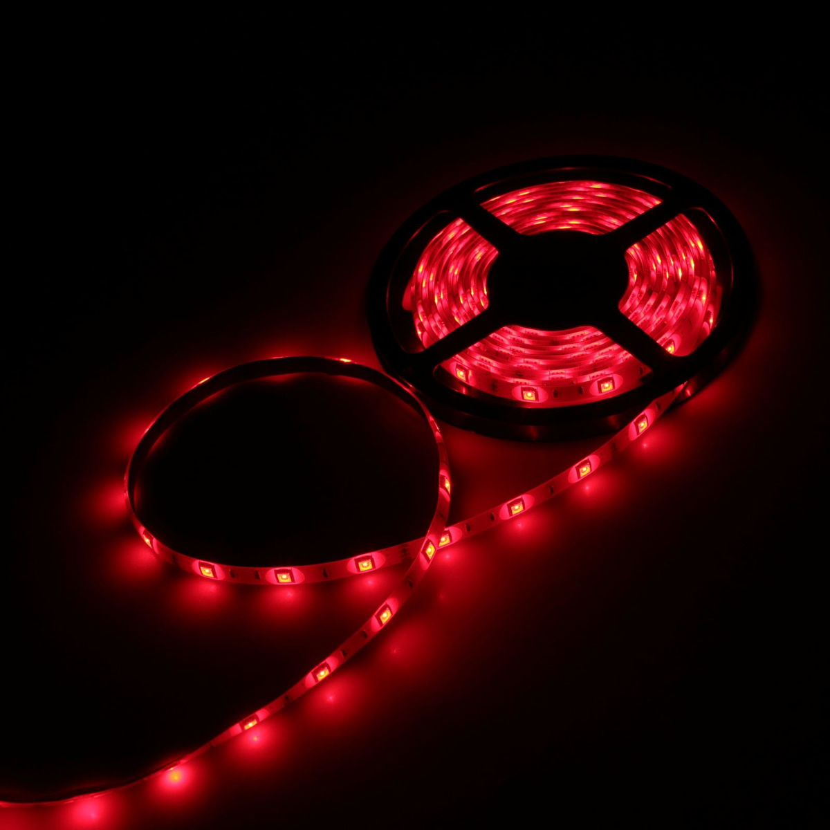 Светодиодная лента Luazon, 12В, SMD5050, длина 5 м, IP65, 30 LED ламп, 7.2 Вт/м, 14-16 Лм/1 LED, DC, цвет: красный883923Светодиодные гирлянды, ленты и т.д — это отличный вариант для новогоднего оформления интерьера или фасада. С их помощью помещение любого размера можно превратить в праздничный зал, а внешние элементы зданий, украшенные ими, мгновенно станут напоминать очертания сказочного дворца. Такие украшения создают ауру предвкушения чуда. Деревья, фасады, витрины, окна и арки будто специально созданы, чтобы вы украсили их светящимися нитями.