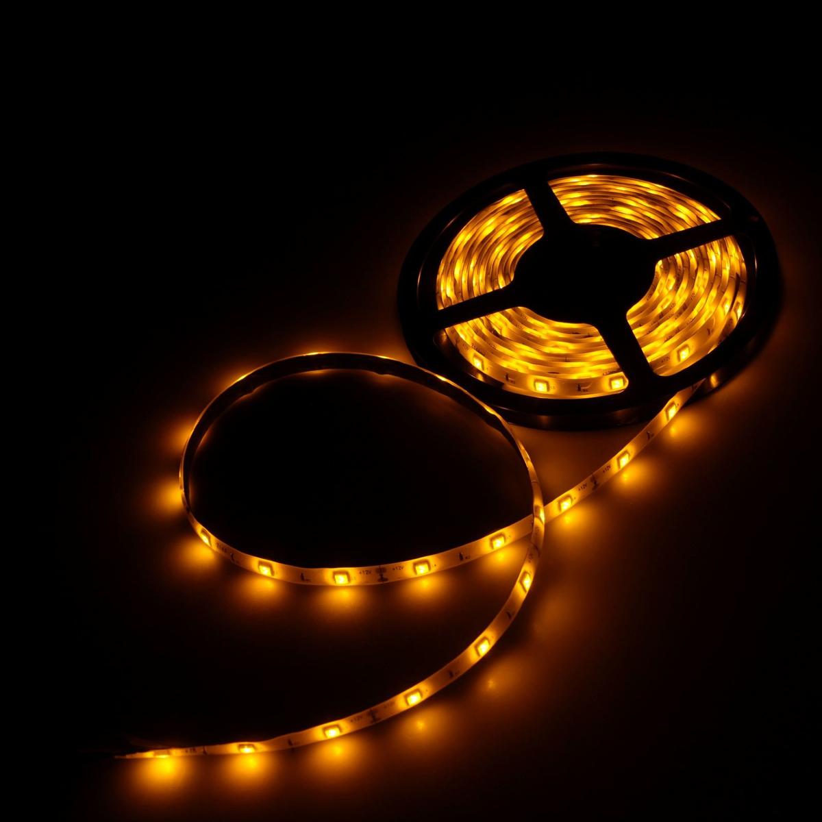Светодиодная лента Luazon, 12В, SMD5050, длина 5 м, IP65, 30 LED ламп, 7.2 Вт/м, 14-16 Лм/1 LED, DC, цвет: желтый883924Светодиодные гирлянды, ленты и т.д — это отличный вариант для новогоднего оформления интерьера или фасада. С их помощью помещение любого размера можно превратить в праздничный зал, а внешние элементы зданий, украшенные ими, мгновенно станут напоминать очертания сказочного дворца. Такие украшения создают ауру предвкушения чуда. Деревья, фасады, витрины, окна и арки будто специально созданы, чтобы вы украсили их светящимися нитями.