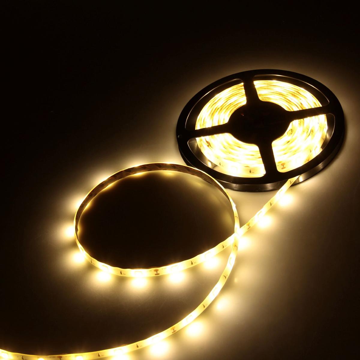 Светодиодная лента Luazon, 12В, SMD5050, длина 5 м, IP65, 30 LED ламп, 7.2 Вт/м, 14-16Л м/1 LED, DC, цвет: теплый белый883928Светодиодные гирлянды, ленты и т.д — это отличный вариант для новогоднего оформления интерьера или фасада. С их помощью помещение любого размера можно превратить в праздничный зал, а внешние элементы зданий, украшенные ими, мгновенно станут напоминать очертания сказочного дворца. Такие украшения создают ауру предвкушения чуда. Деревья, фасады, витрины, окна и арки будто специально созданы, чтобы вы украсили их светящимися нитями.