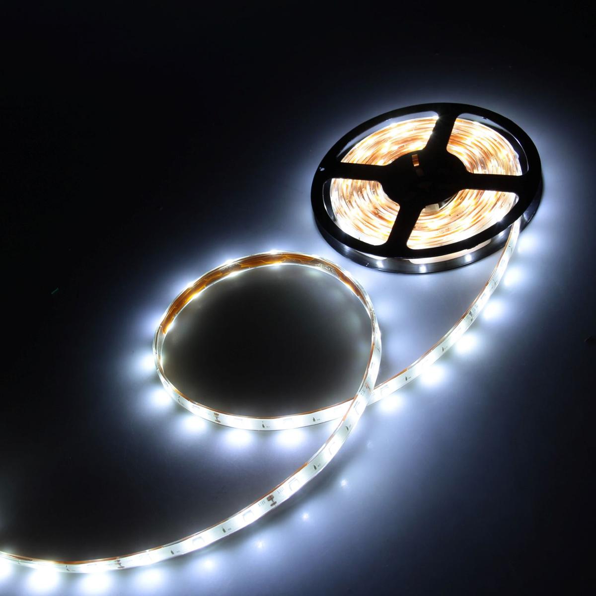 Светодиодная лента Luazon, 12В, SMD5050, длина 5 м, IP68, 30 LED ламп, 7.2 Вт/м, 14-16 Лм/1 LED, DC, цвет: белый883935Светодиодные гирлянды, ленты и т.д — это отличный вариант для новогоднего оформления интерьера или фасада. С их помощью помещение любого размера можно превратить в праздничный зал, а внешние элементы зданий, украшенные ими, мгновенно станут напоминать очертания сказочного дворца. Такие украшения создают ауру предвкушения чуда. Деревья, фасады, витрины, окна и арки будто специально созданы, чтобы вы украсили их светящимися нитями.
