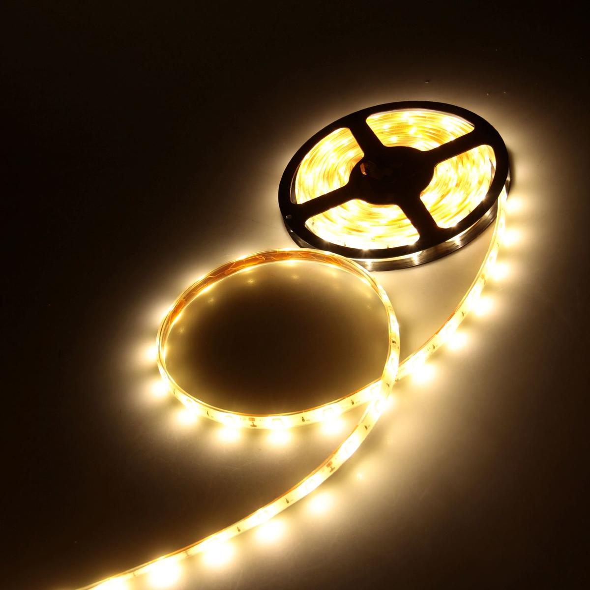 Светодиодная лента Luazon, 12В, SMD5050, длина 5 м, IP68, 30 LED ламп, 7.2 Вт/м, 14-16 Лм/1 LED, DC, цвет: теплый белый883936Светодиодные гирлянды, ленты и т.д — это отличный вариант для новогоднего оформления интерьера или фасада. С их помощью помещение любого размера можно превратить в праздничный зал, а внешние элементы зданий, украшенные ими, мгновенно станут напоминать очертания сказочного дворца. Такие украшения создают ауру предвкушения чуда. Деревья, фасады, витрины, окна и арки будто специально созданы, чтобы вы украсили их светящимися нитями.